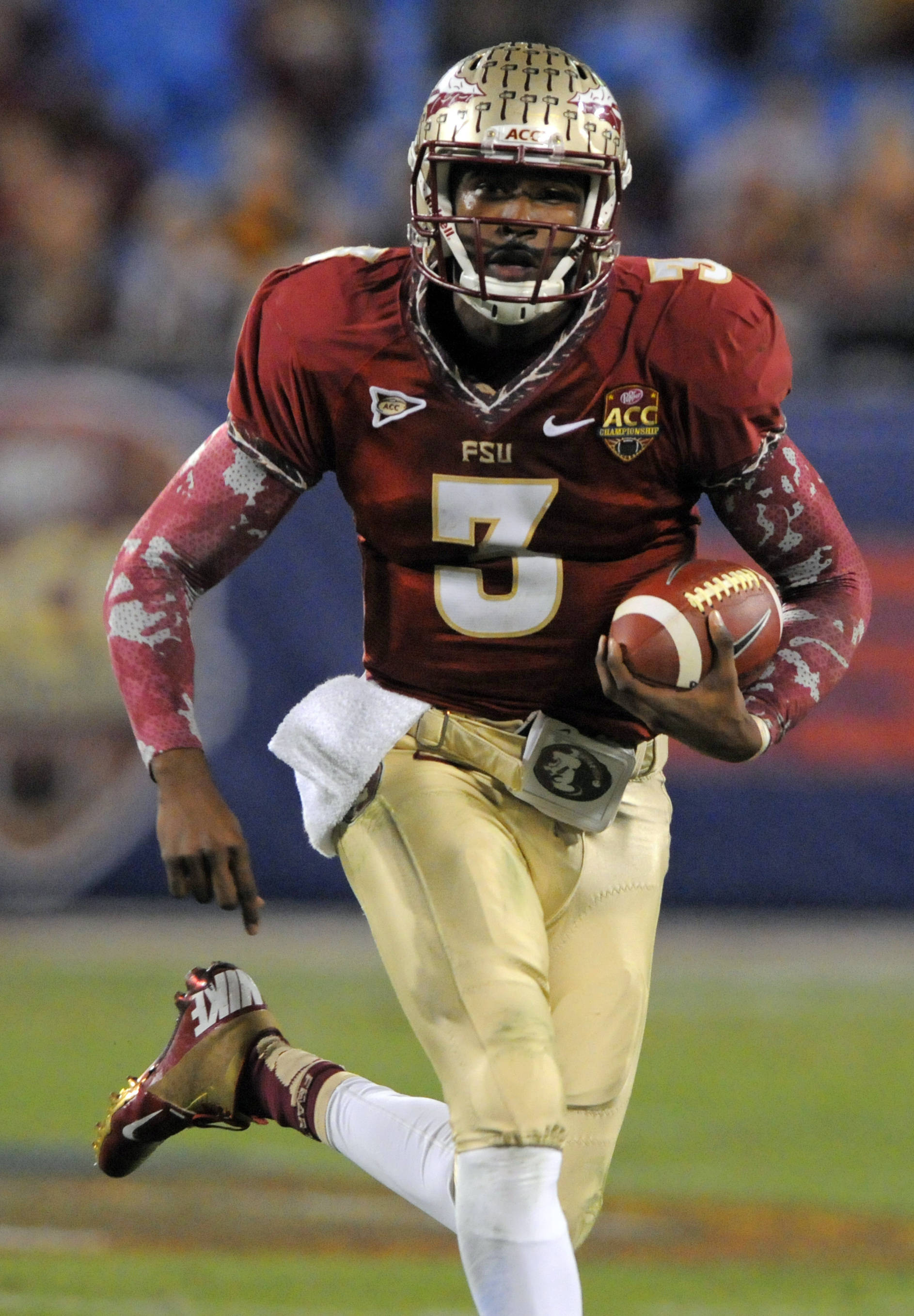 Florida State's EJ Manuel (3) scrambles for a long gain against Georgia Tech during the first half. (AP Photo/Mike McCarn)
