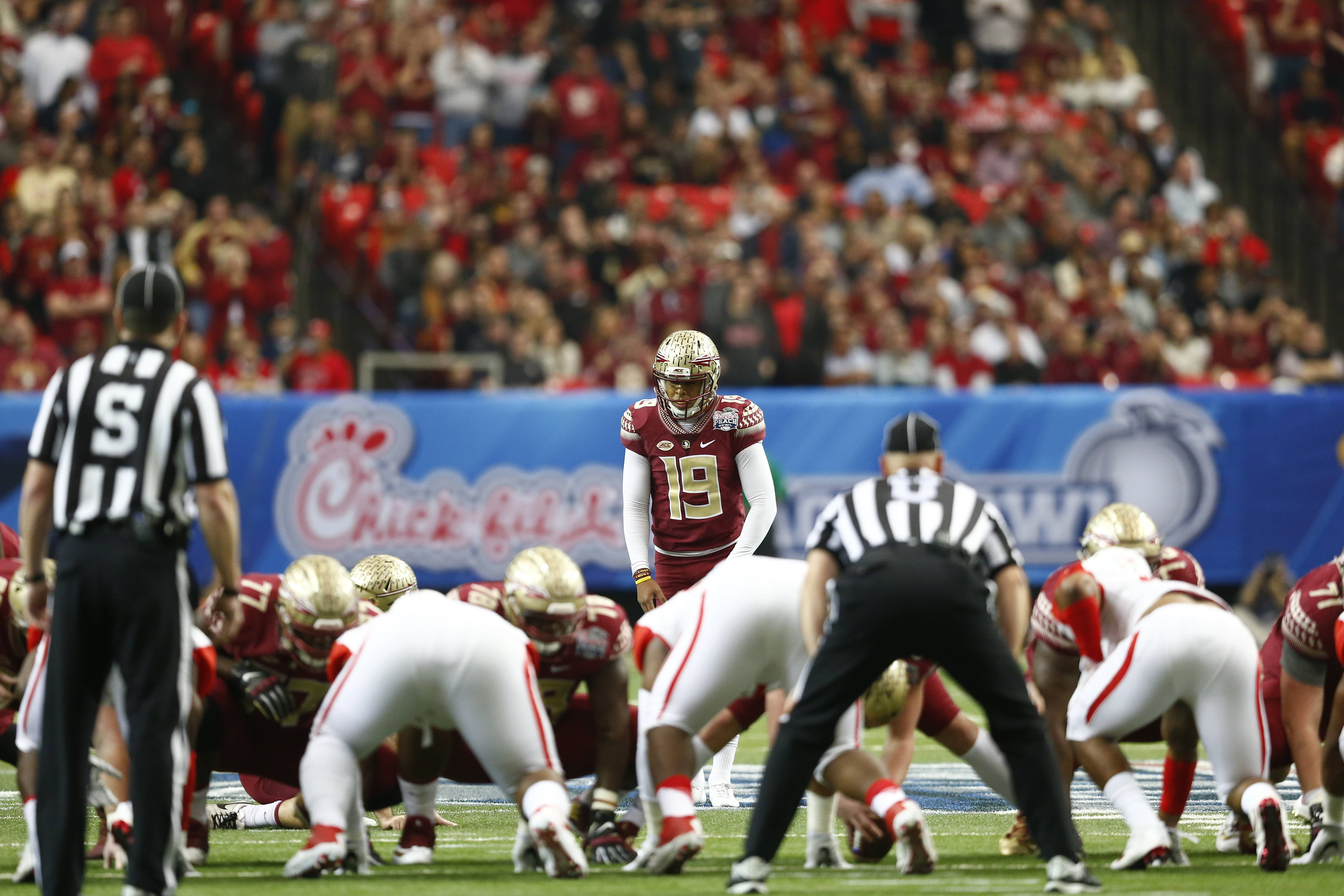 Roberto Aguayo sets up for field goal try - Jeff Romance
