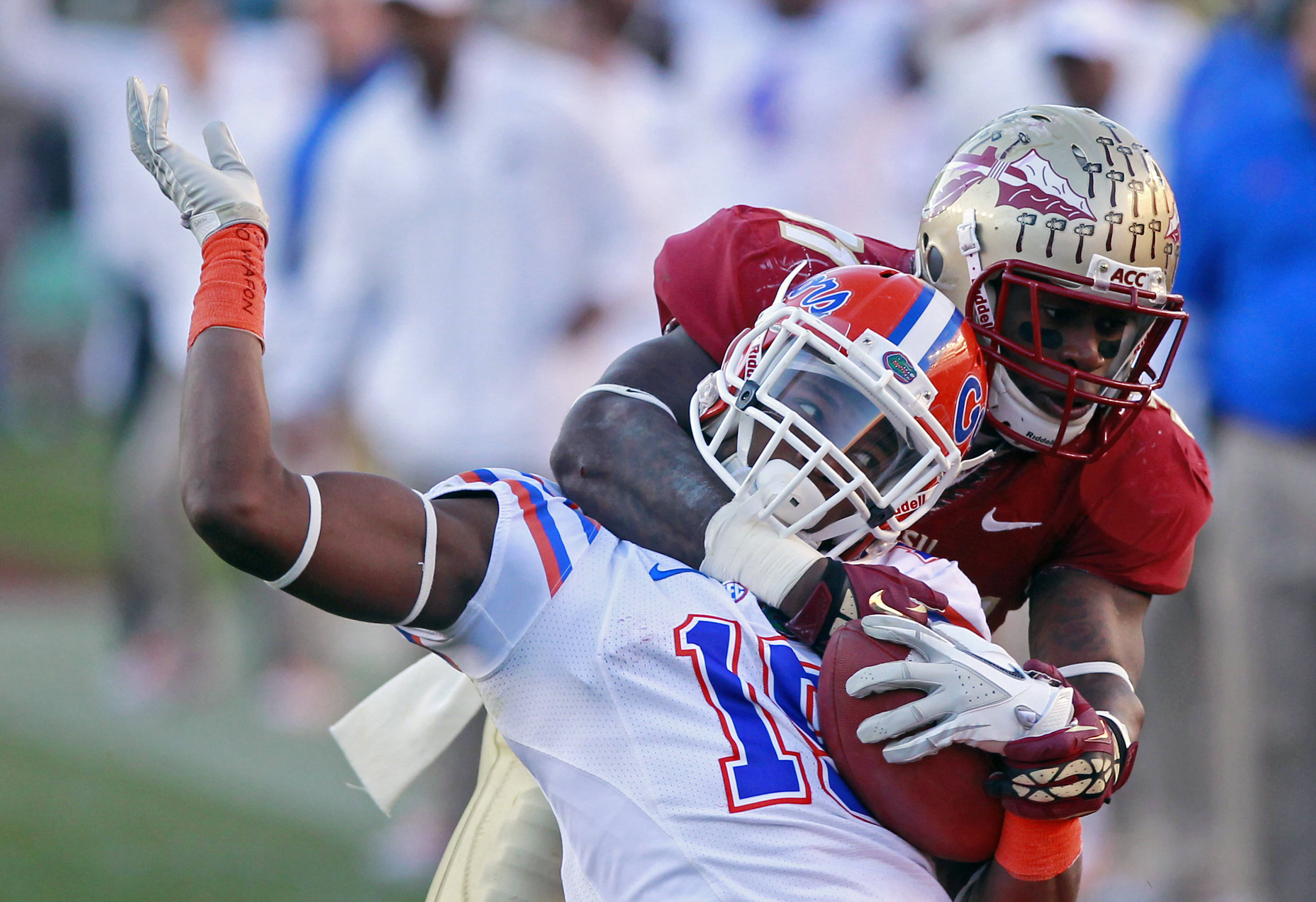 Florida State defensive end Giorgio Newberry, right, tackles Florida receiver Ryan Parrish. (AP Photo/John Raoux)