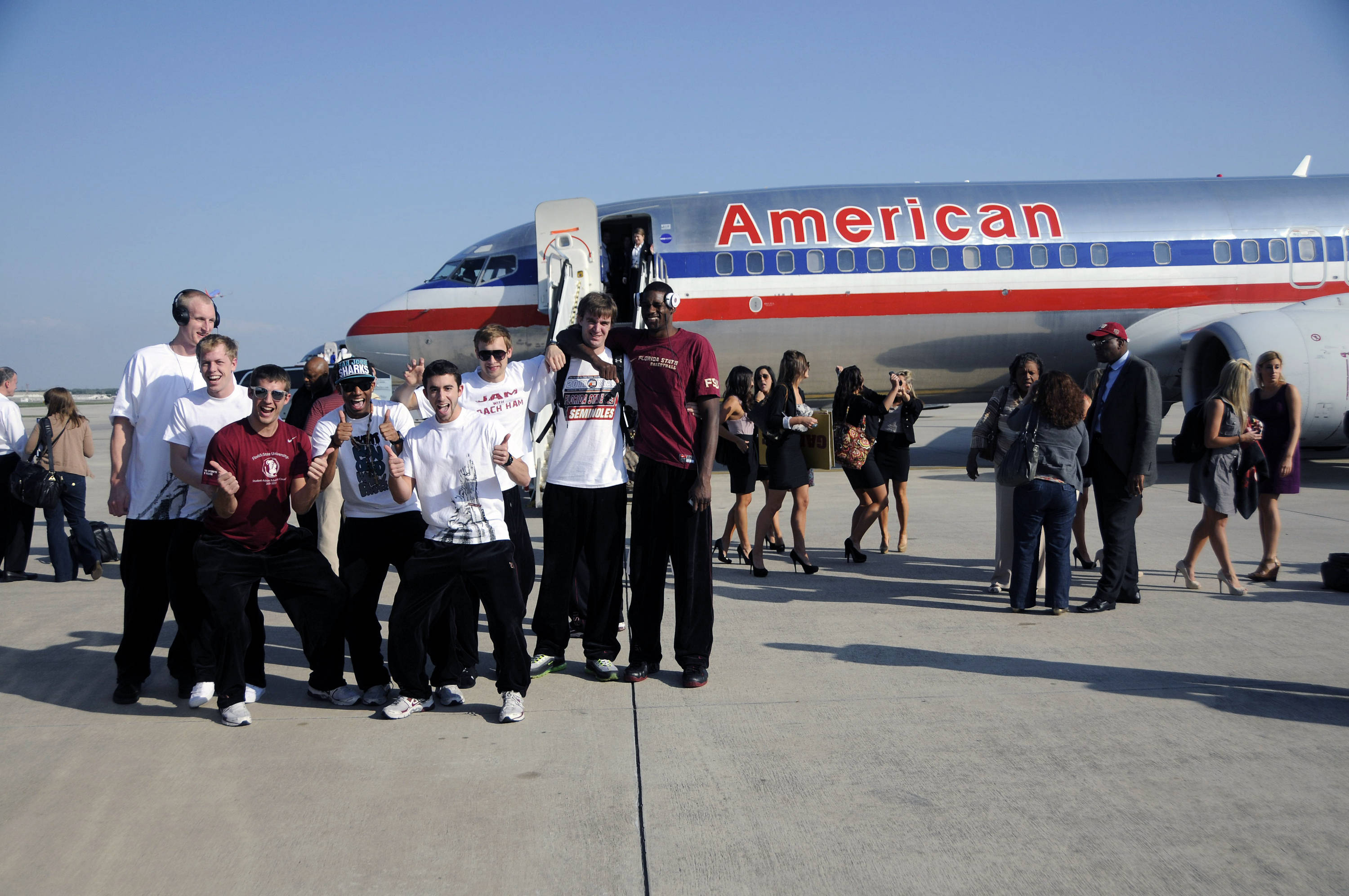 The Seminoles pose for a picture after arriving in San Antonio