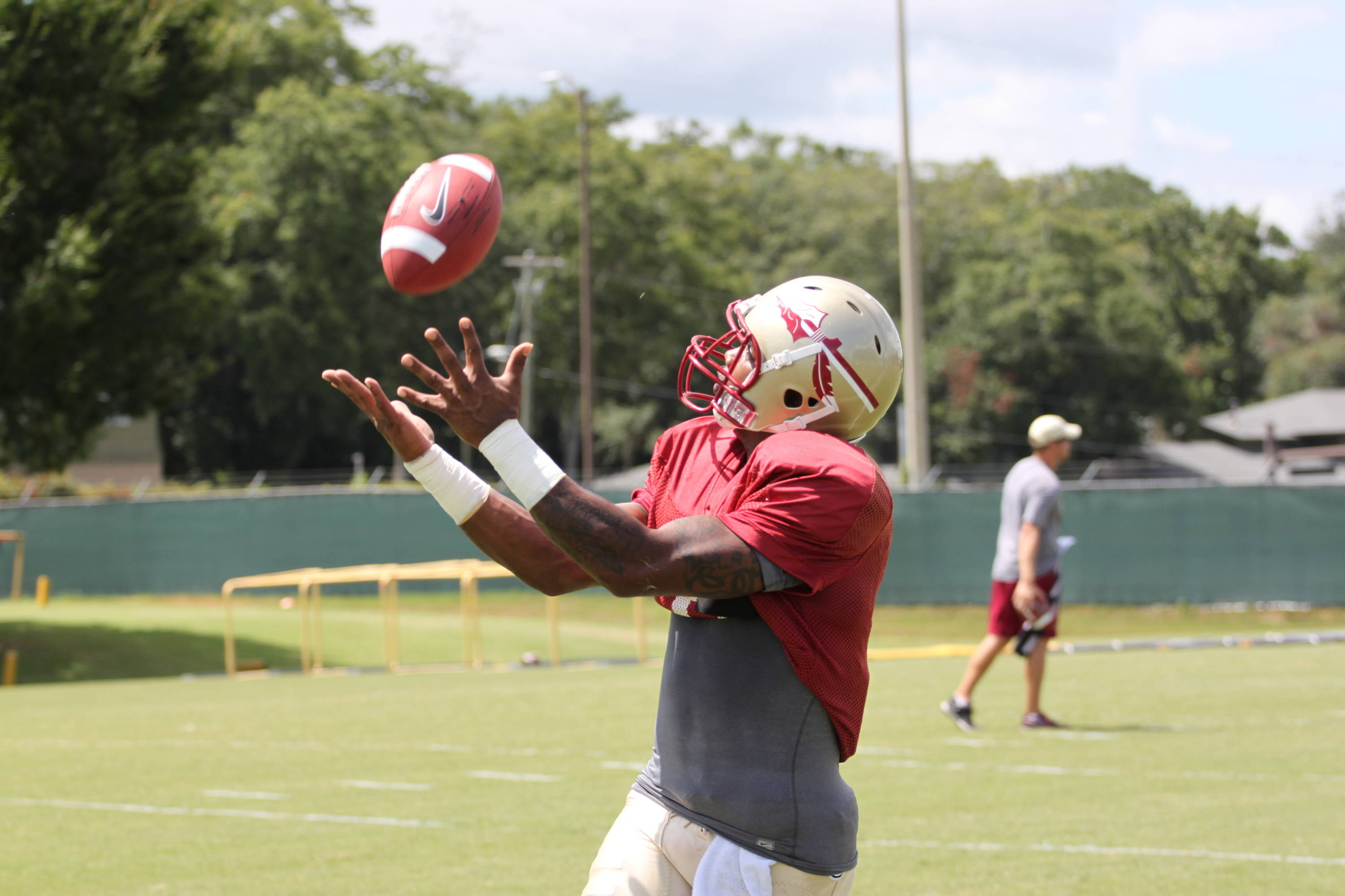 Taiwan Easterling (8) catches a pass
