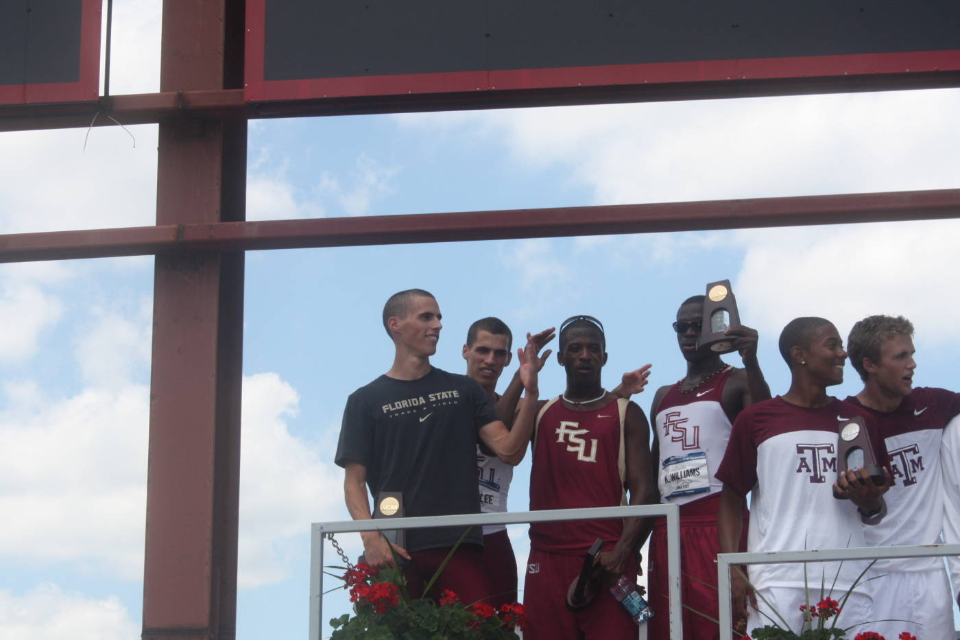 4x400 m relay champions on the awards stand.