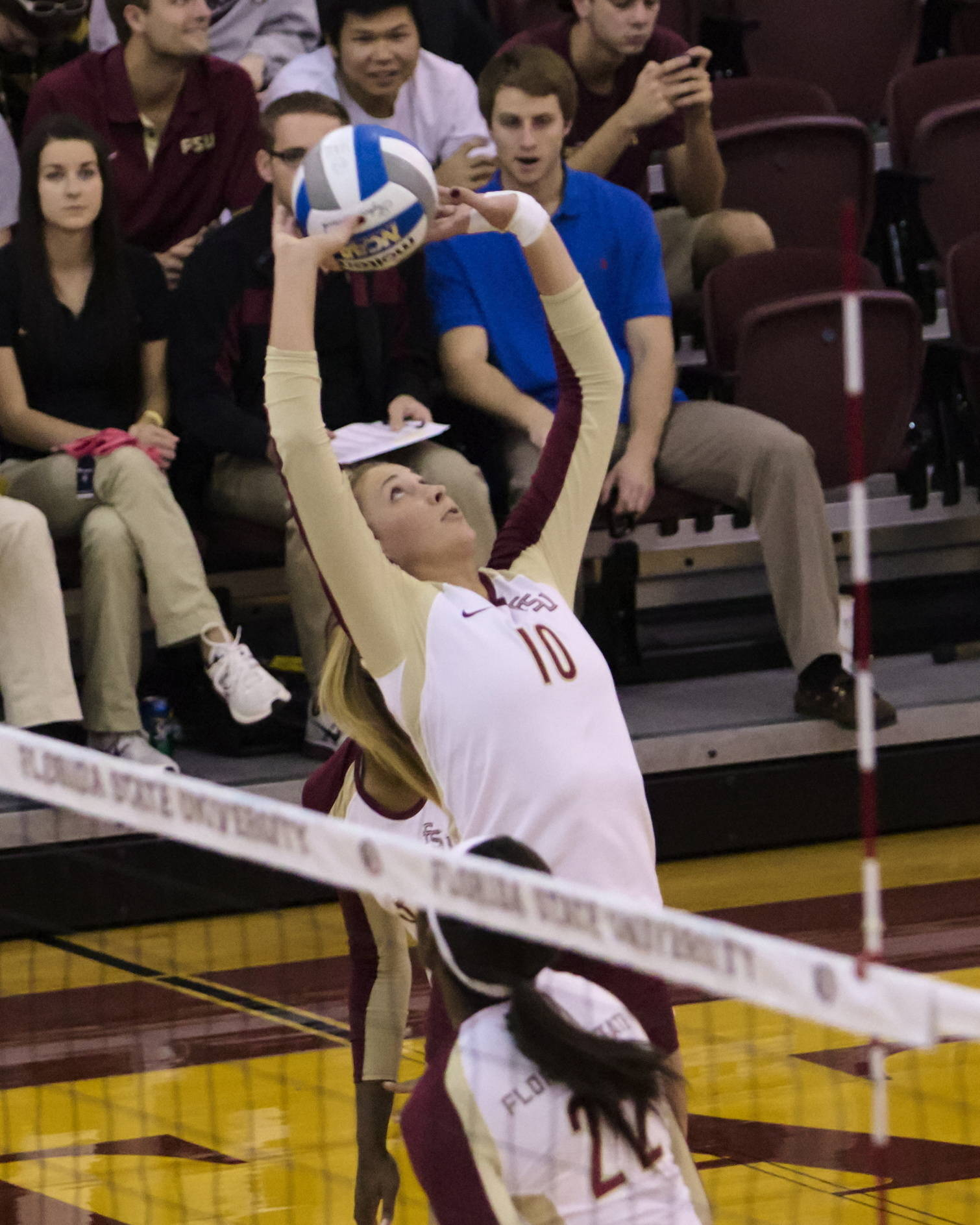 Sarah Wickstrom (10), FSU vs Hofstra, 11/30/12. (Photo by Steve Musco)