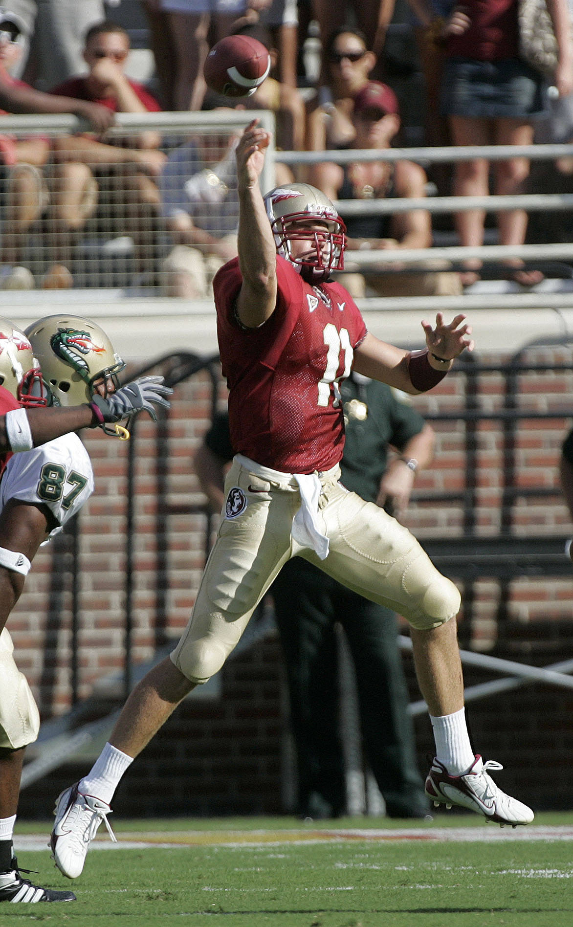 Florida State quarterback Drew Weatherford throws a first-quarter pass as UAB defender Bryant Turner, left, chases the play during a football game Saturday, Sept. 8, 2007, in Tallahassee, Fla.(AP Photo/Phil Coale)