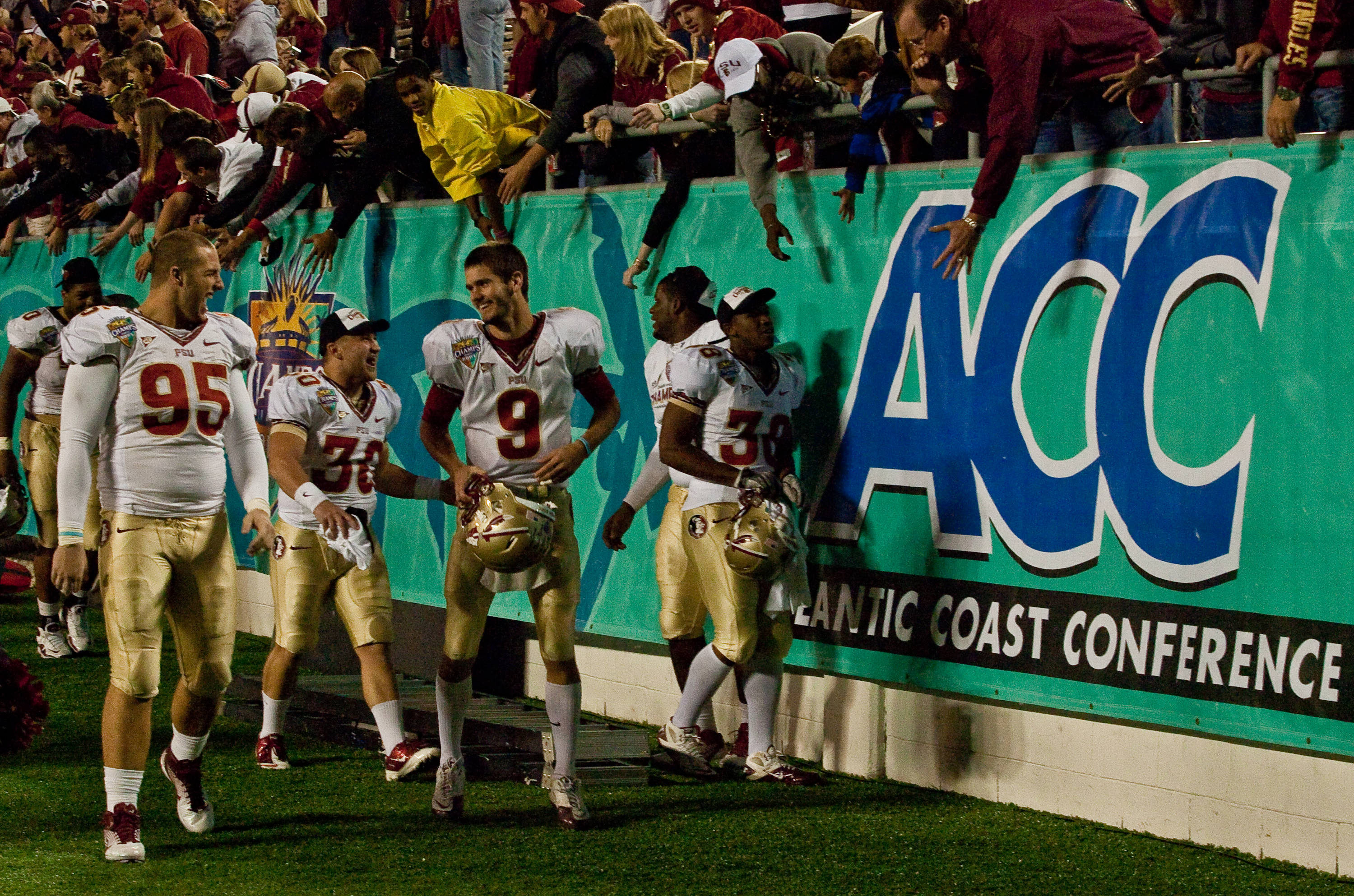 The Seminoles greet the crowd after their Champs Sports Bowl victory.