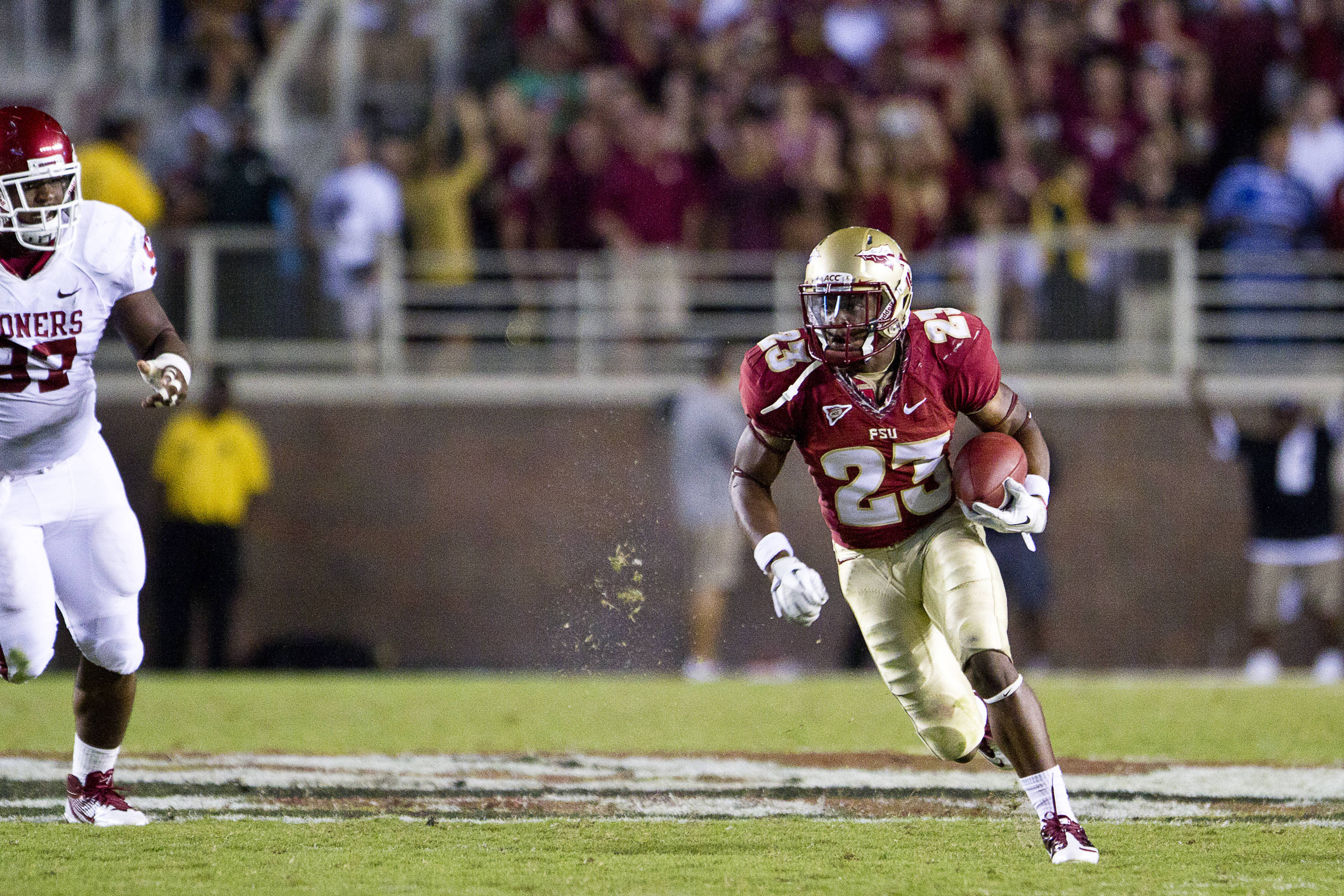Chris Thompson (23) carries the ball downfield during the game against Oklahoma on September 17, 2011.