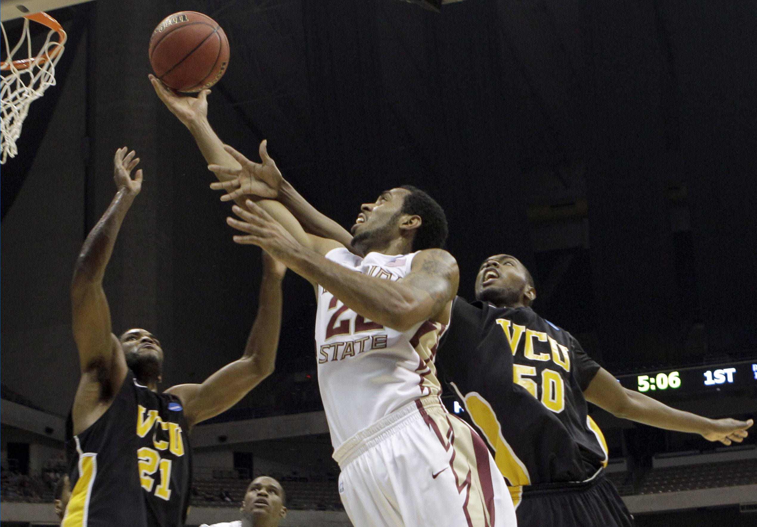 Florida State's Derwin Kitchen shoots as Virginia Commonwealth's Jamie Skeen, left, and Ed Nixon defend during the first half. (AP Photo/Tony Gutierrez)