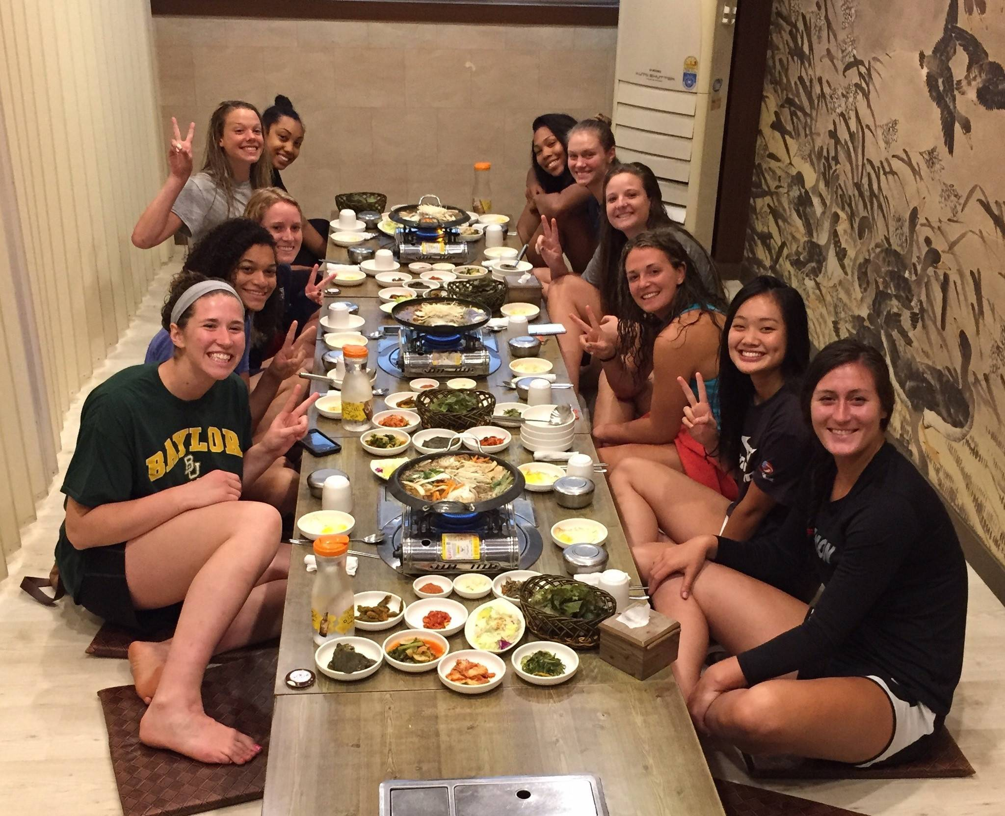 Team USA volleyball enjoys a meal.