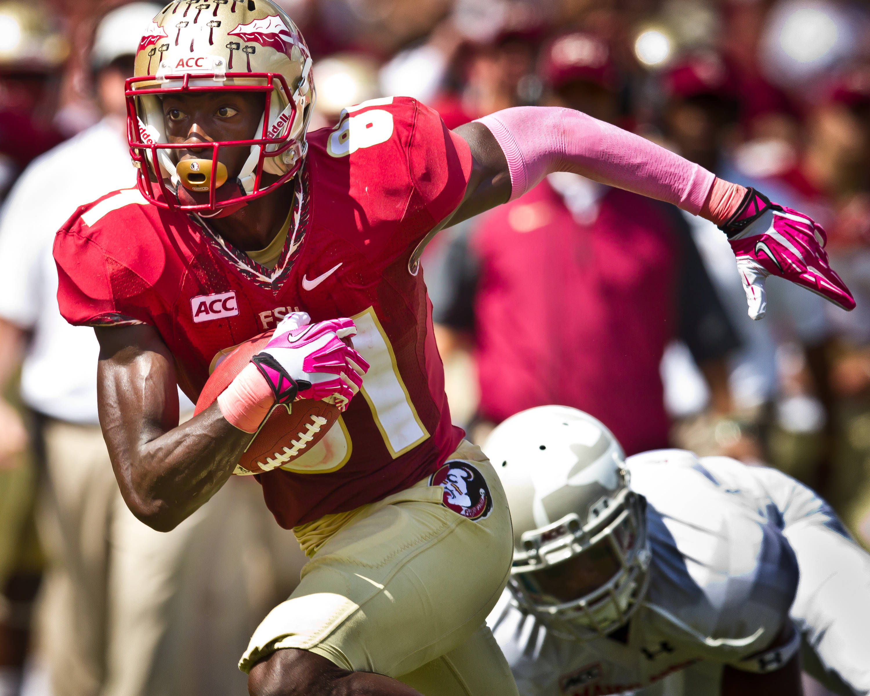 Kenny Shaw (81) recorded 5 catches and score 1 TD.