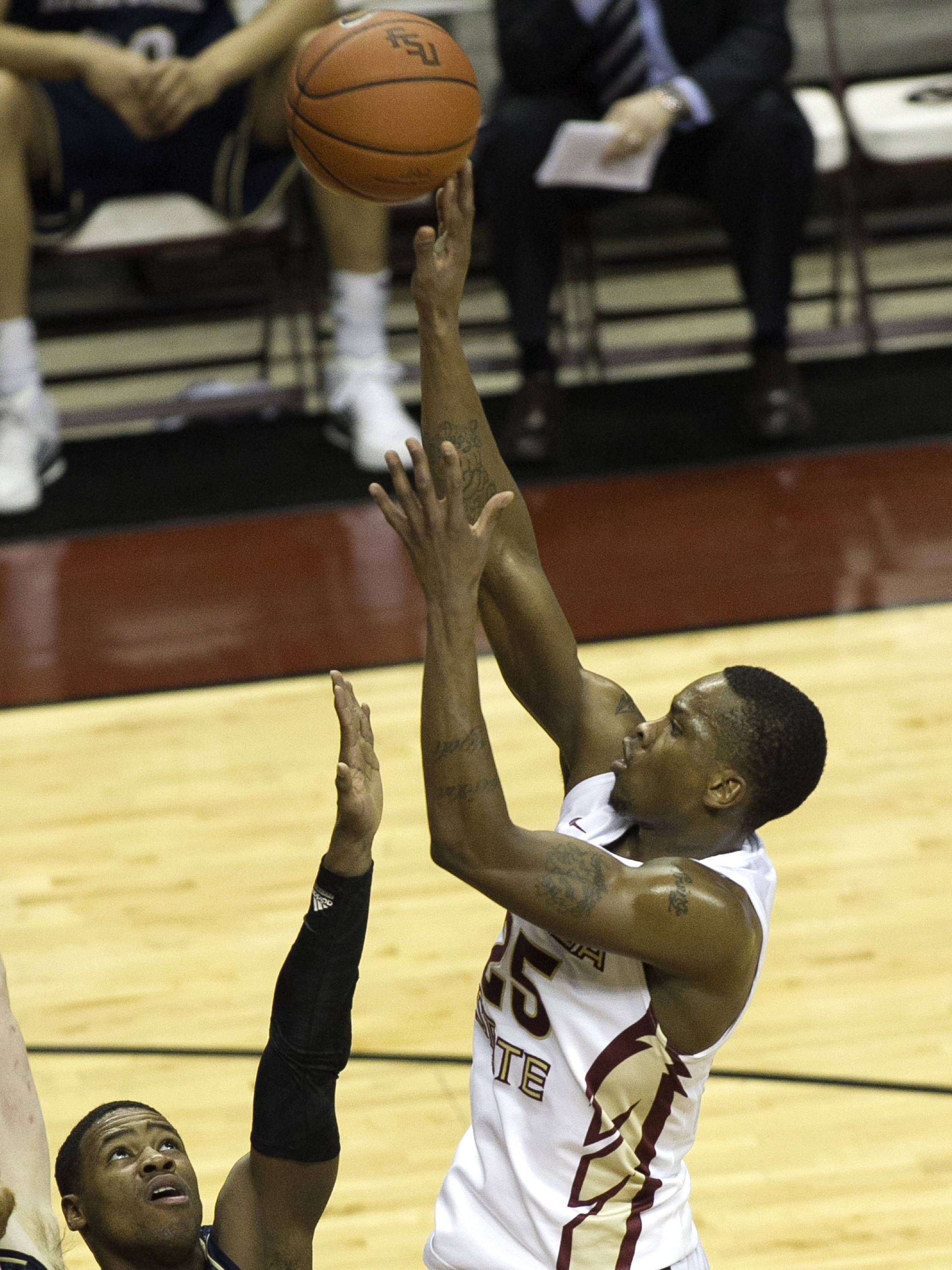 Aaron Thomas (25) with a short jumper in the paint, FSU vs Notre Dame, 1-21-14, (Photo's by Steve Musco)