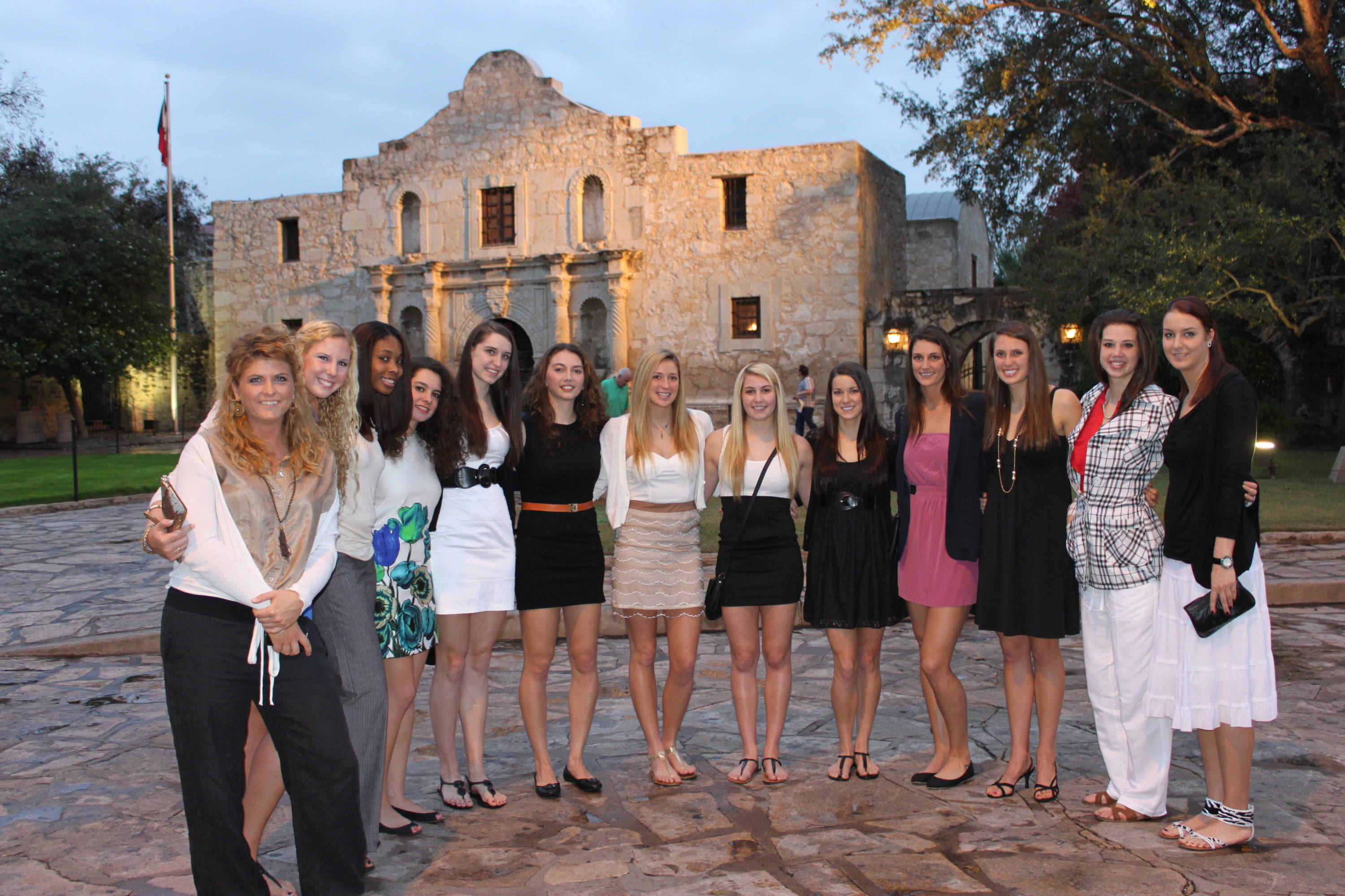 The ladies again in front of The Alamo.