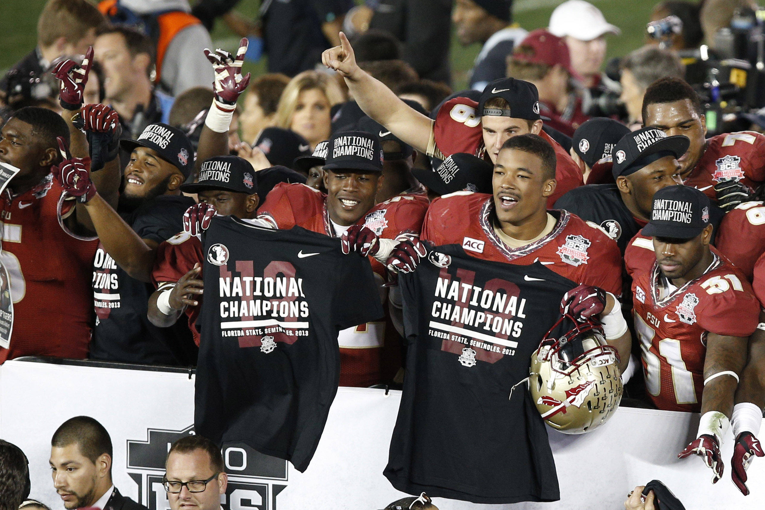 Jan 6, 2014; Pasadena, CA, USA; Florida State Seminoles players celebrate after defeating Auburn Tigers 34-31 in the 2014 BCS National Championship game at the Rose Bowl.  Mandatory Credit: Kelvin Kuo-USA TODAY Sports