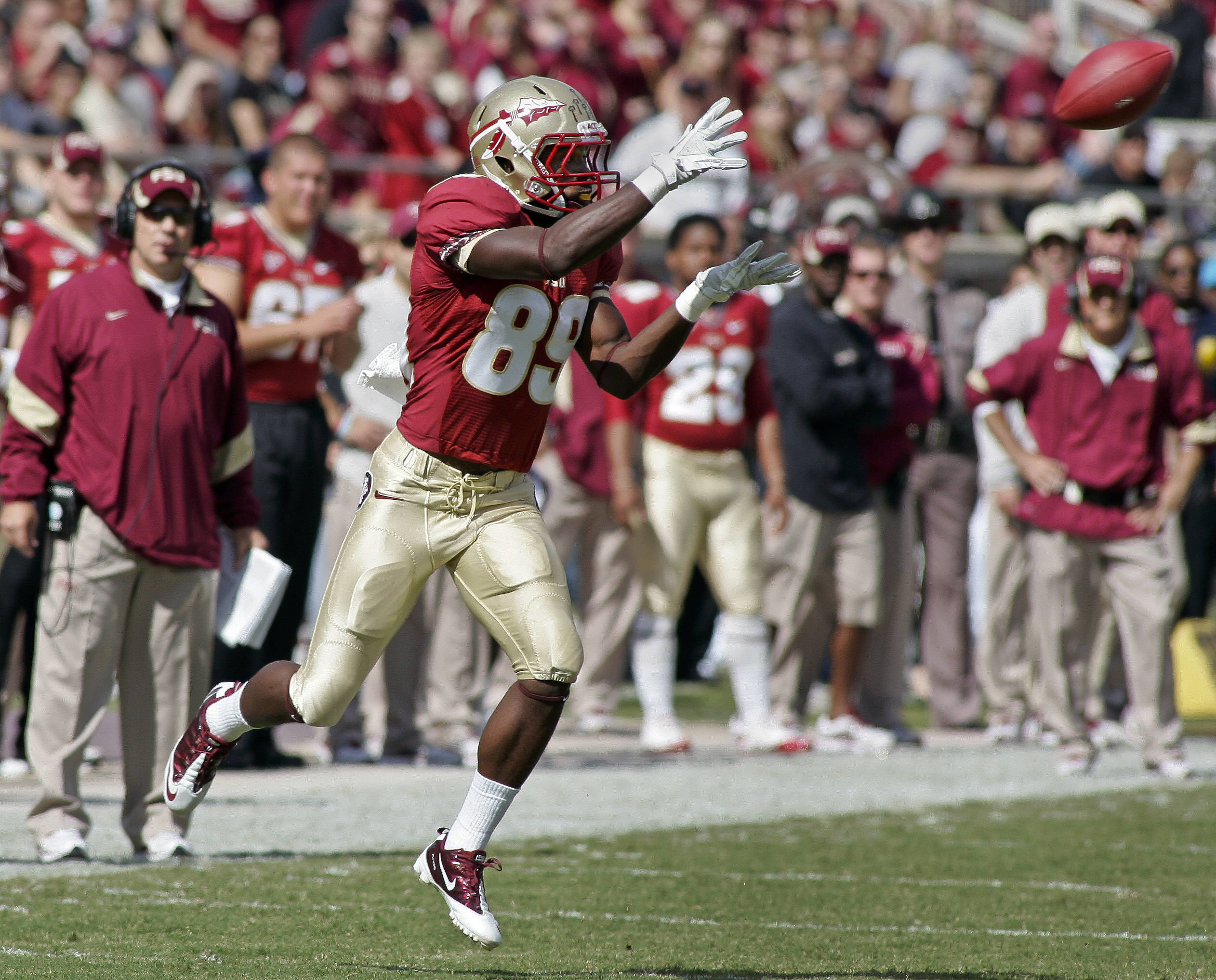 Florida State wide receiver Christian Green (89) makes a 32-yard catch in the first quarter against North Carolina State. (AP Photo/Phil Sears)