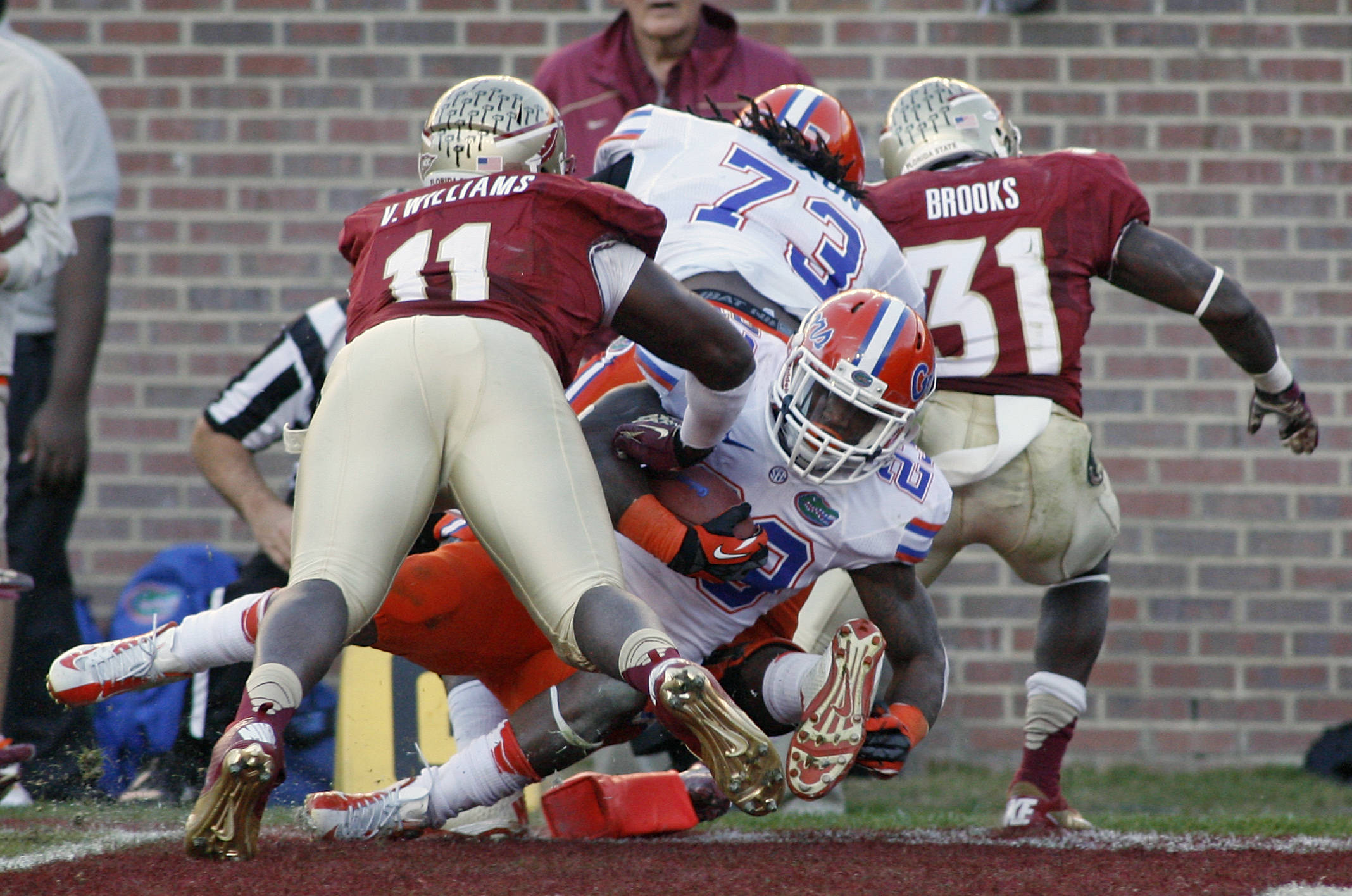 Florida running back Mike Gillislee, center, scores past Florida State linebacker Vince Williams (11). (AP Photo/Phil Sears)
