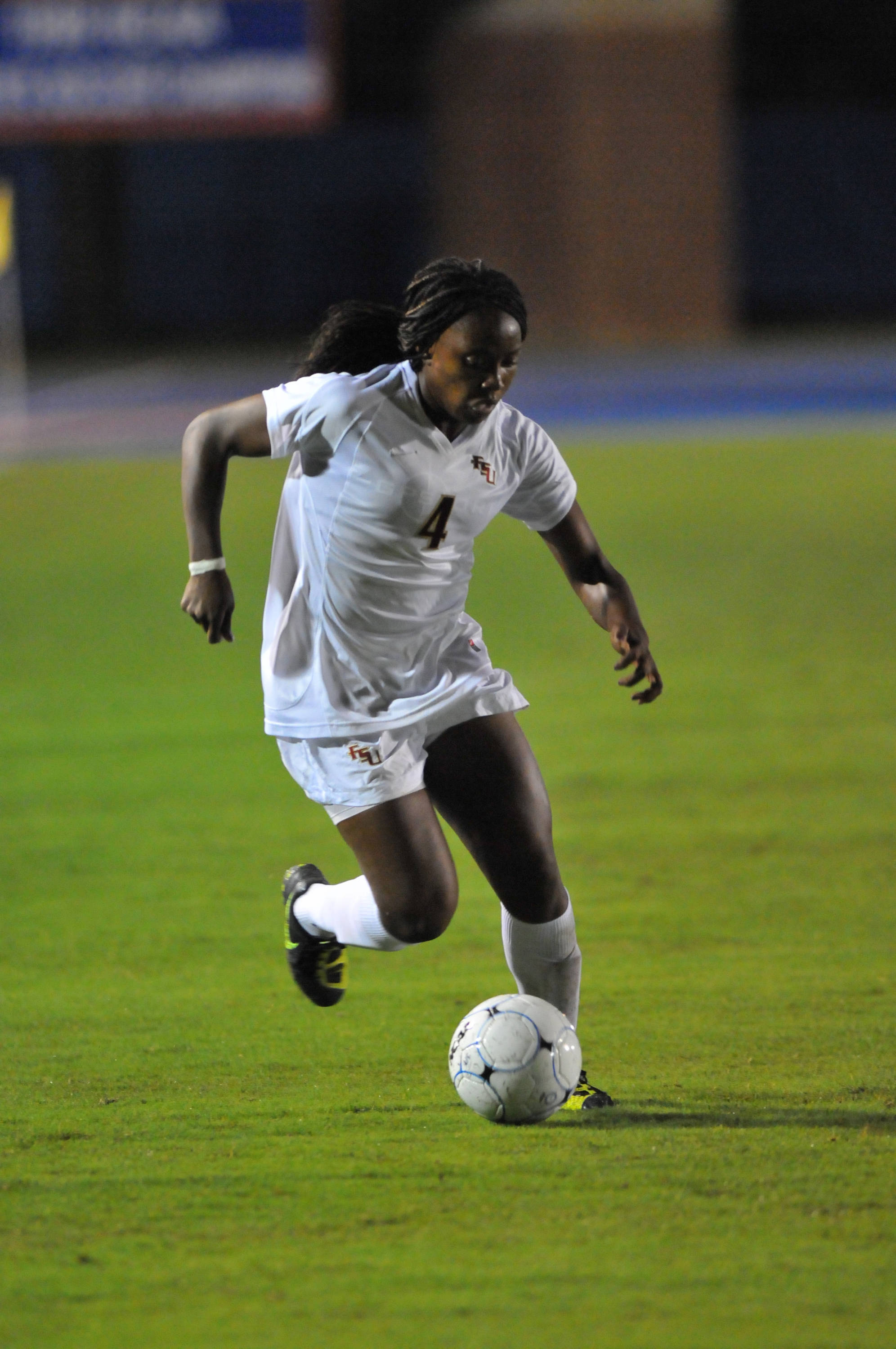 Jamia Fields makes a run in the second half.