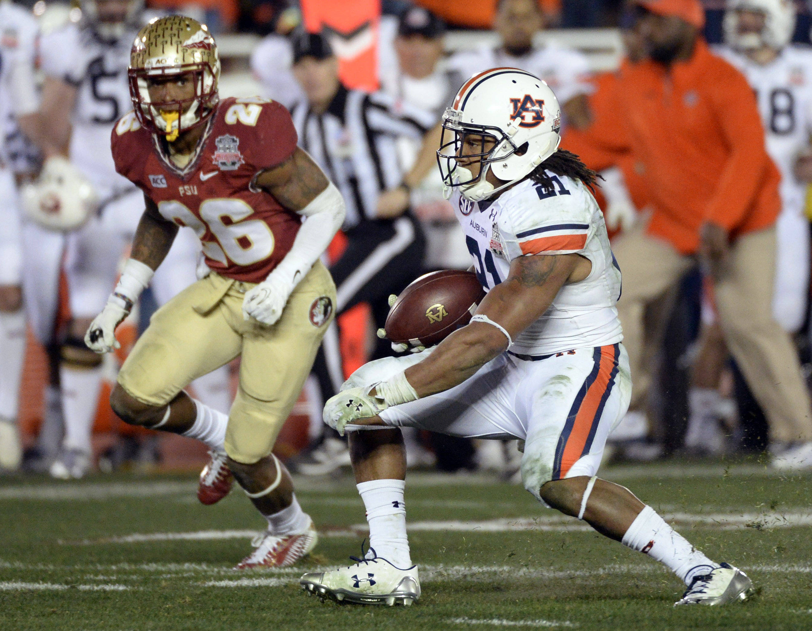 Jan 6, 2014; Pasadena, CA, USA; Auburn Tigers running back Tre Mason (21) on a touchdown run against the Florida State Seminoles during the second half of the 2014 BCS National Championship game at the Rose Bowl.  Mandatory Credit: Richard Mackson-USA TODAY Sports