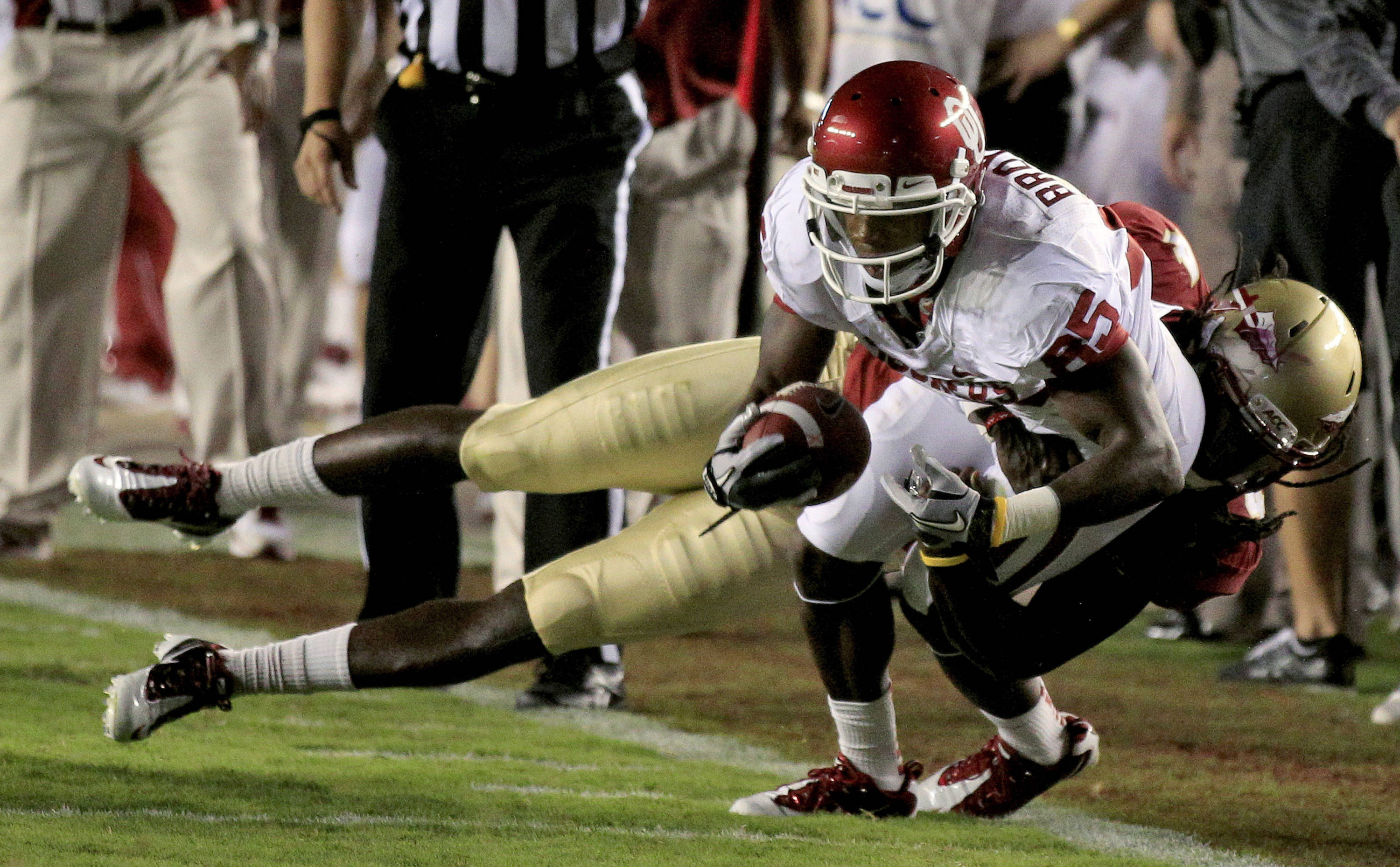 Oklahoma wide receiver Ryan Broyles (85) is taken down by Florida State safety Terrance Parks (4) after a first quarter reception. (AP Photo/Chris O'Meara)