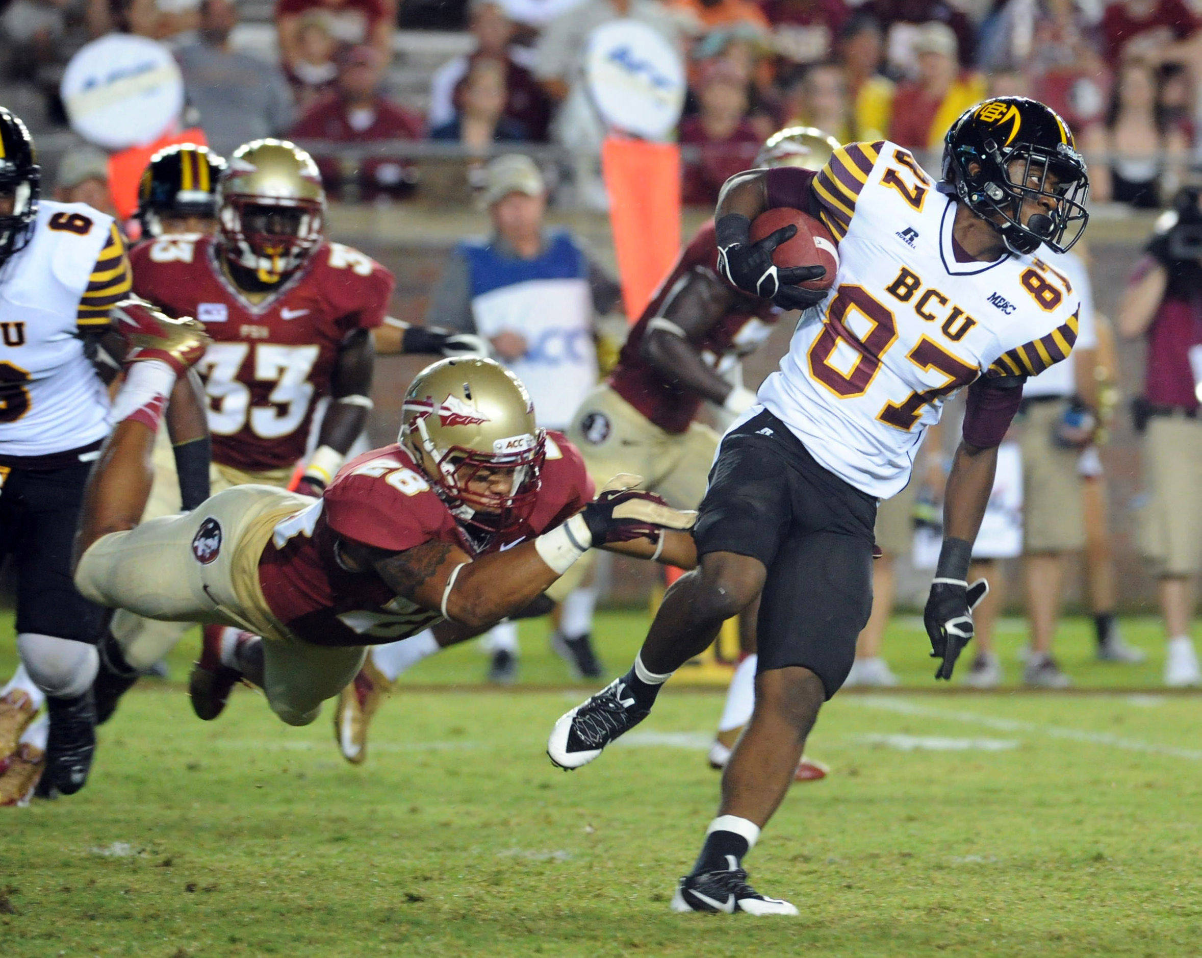 Bethune-Cookman Wildcats wide receiver Jawill Davis (87) runs past Florida State Seminoles linebacker Nigel Terrell (28) during the second half of the game. (Melina Vastola-USA TODAY Sports)