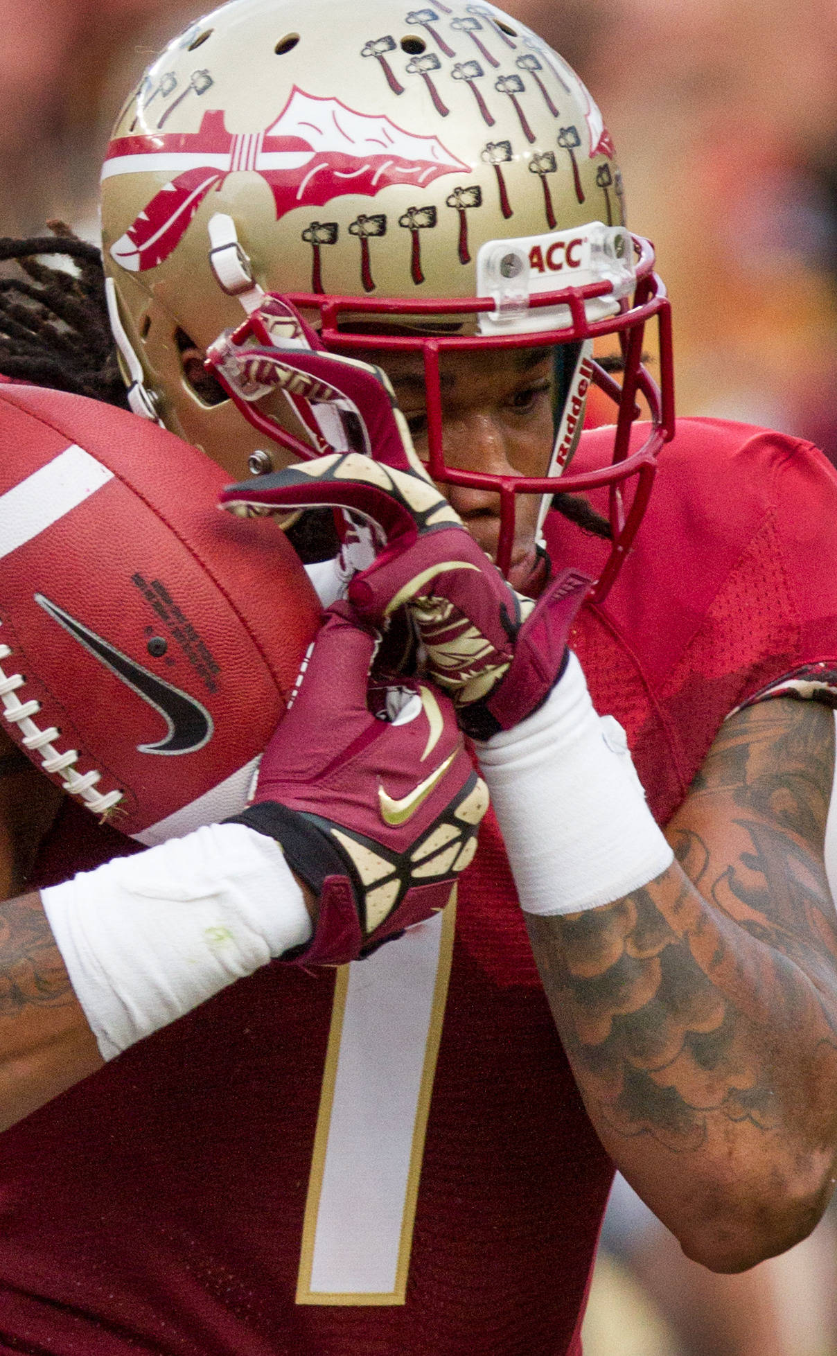 Kelvin Benjamin (1) holds on to the ball during FSU Football's 59-3 win over Syracuse on Saturday, November 16, 2013 in Tallahassee, Fla. Photo by Mike Schwarz.