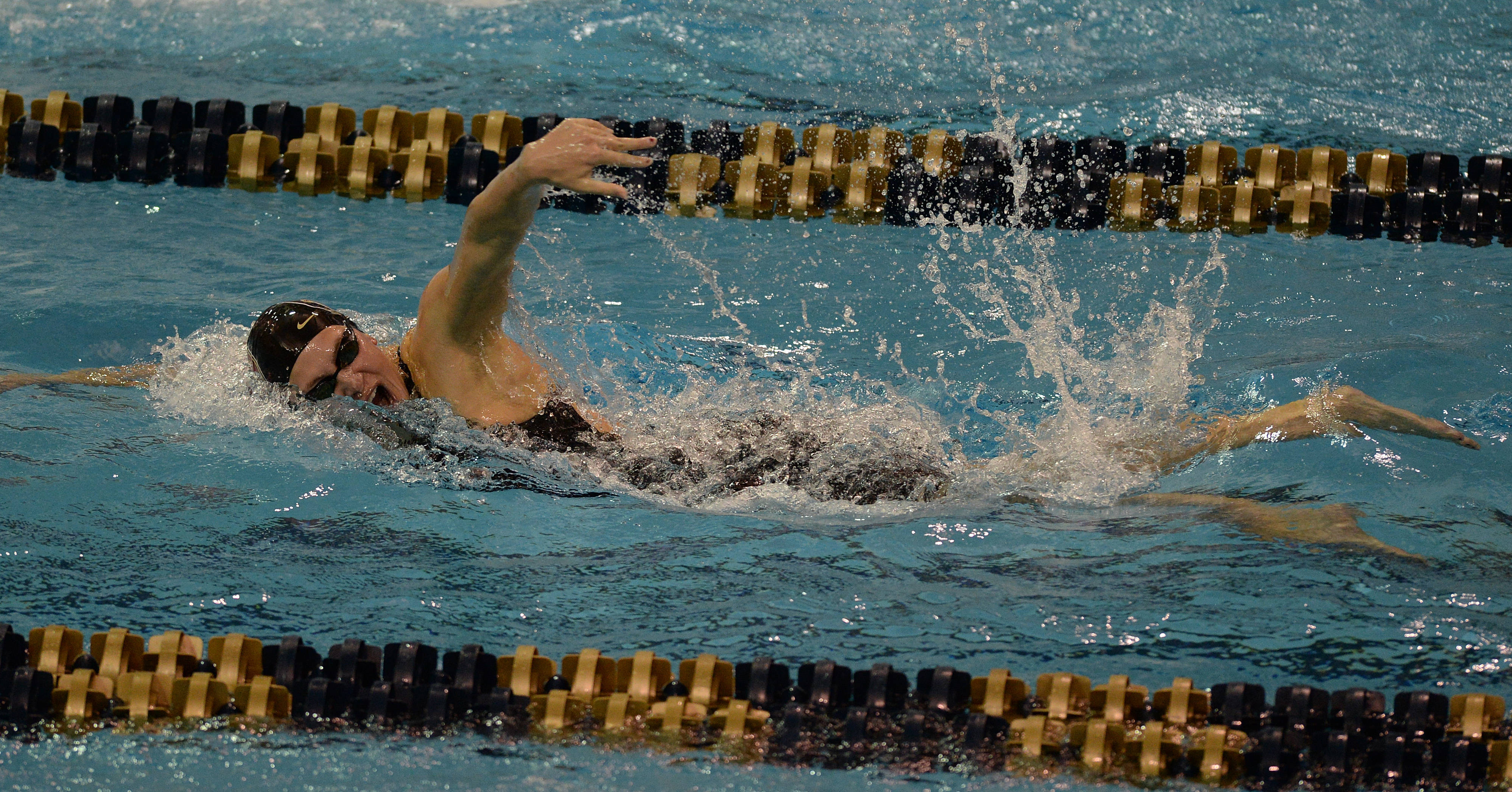Chelsea Britt anchors  the 400 free relay - Mitch whit