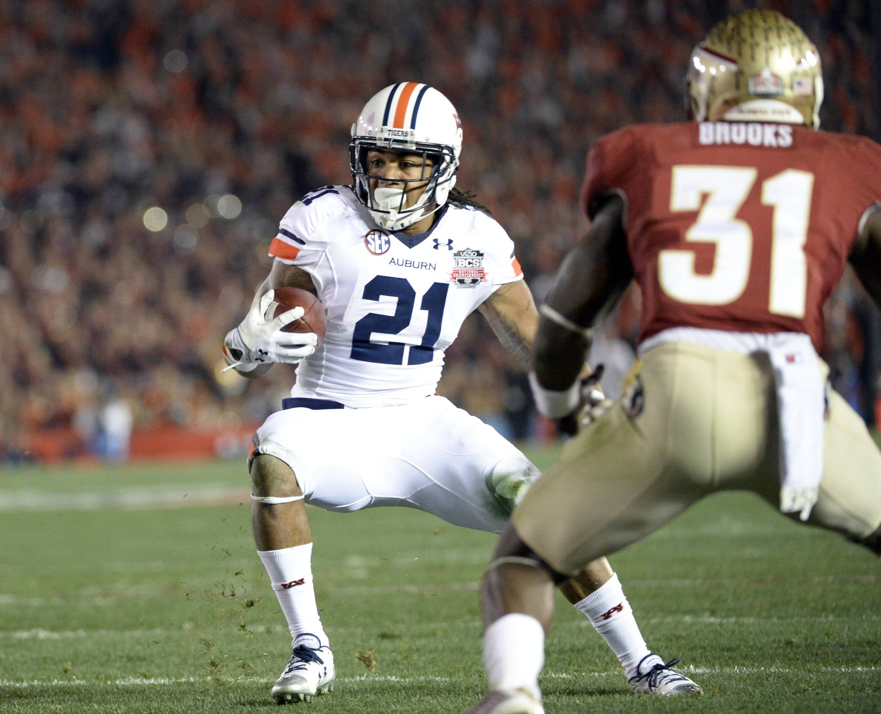 Jan 6, 2014; Pasadena, CA, USA; Auburn Tigers running back Tre Mason (21) runs for a touchdown against Florida State Seminoles defensive back Terrence Brooks (31) during the first half of the 2014 BCS National Championship game at the Rose Bowl.  Mandatory Credit: Richard Mackson-USA TODAY Sports