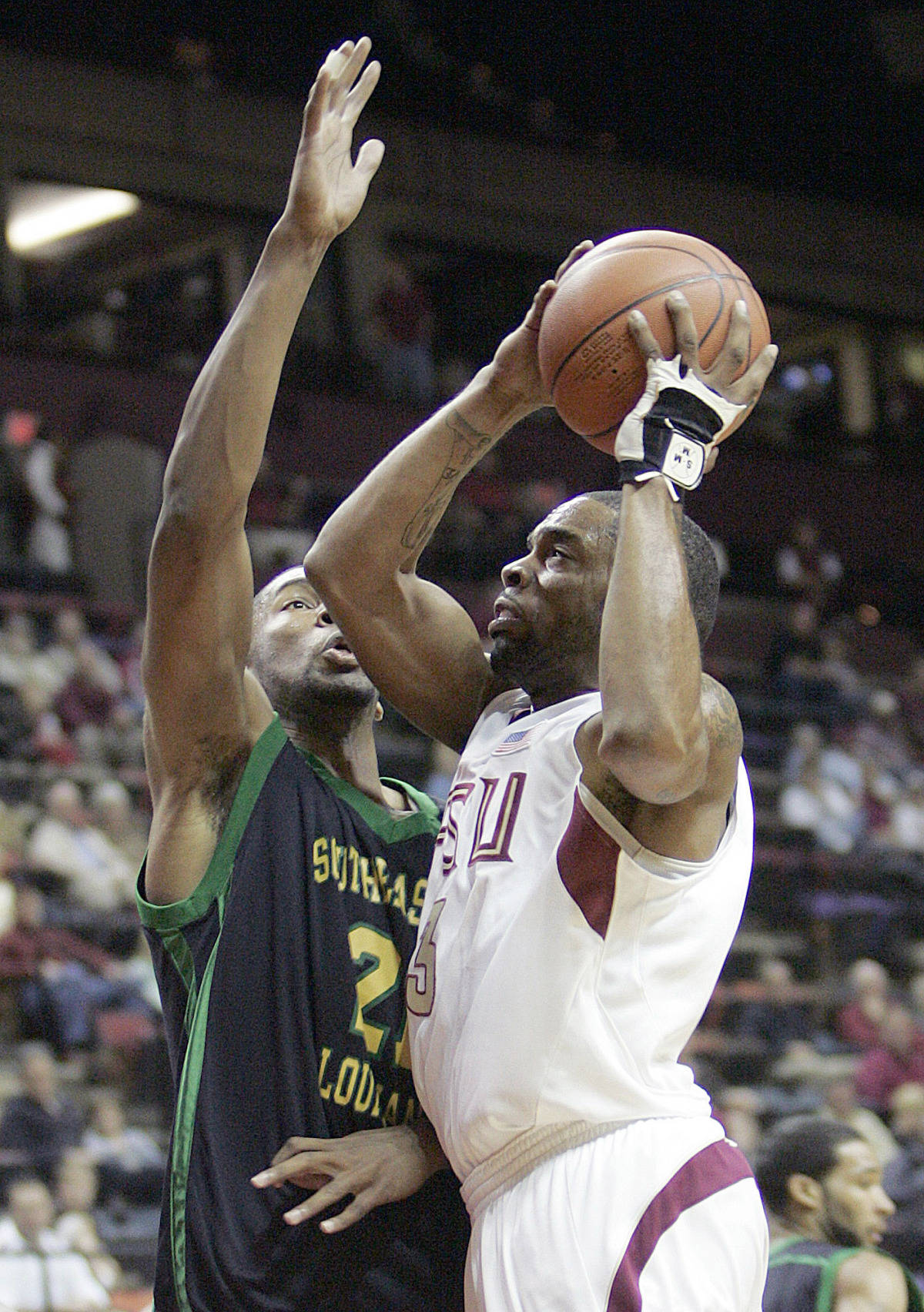 Florida State's Isaiah Swann drives for the basket despite the defense of Southeastern Louisiana's Joseph Polite during the first half of a basketball game Sunday, Dec. 10, 2006, in Tallahassee, Fla. (AP Photo/Steve Cannon)