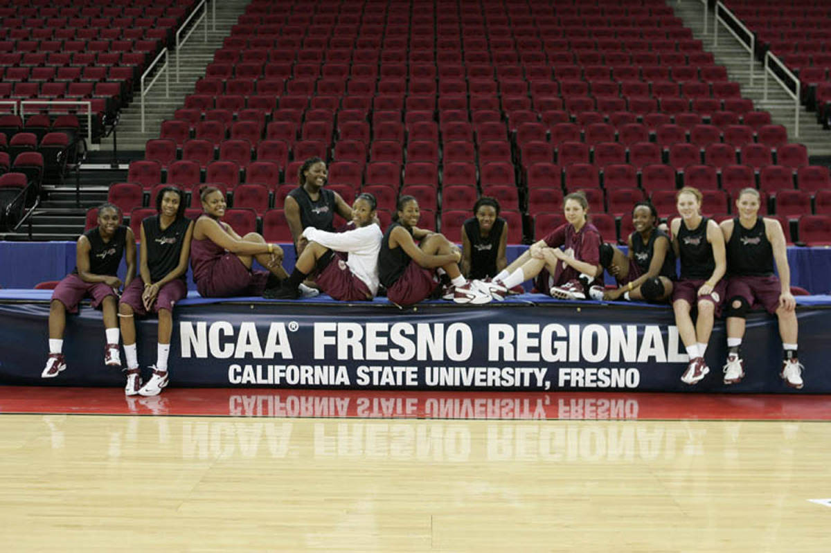 The Seminoles in front of the NCAA Regionals banner.