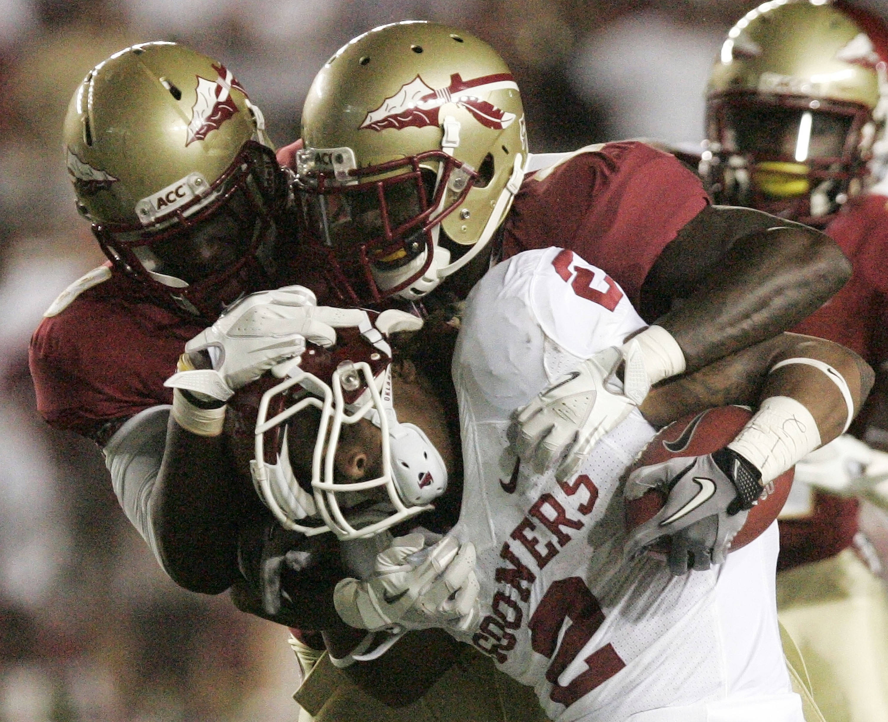 Oklahoma fullback Marshall Musil (20) gets twisted by the Florida State defense during a second quarter run. (AP Photo/Steve Cannon)