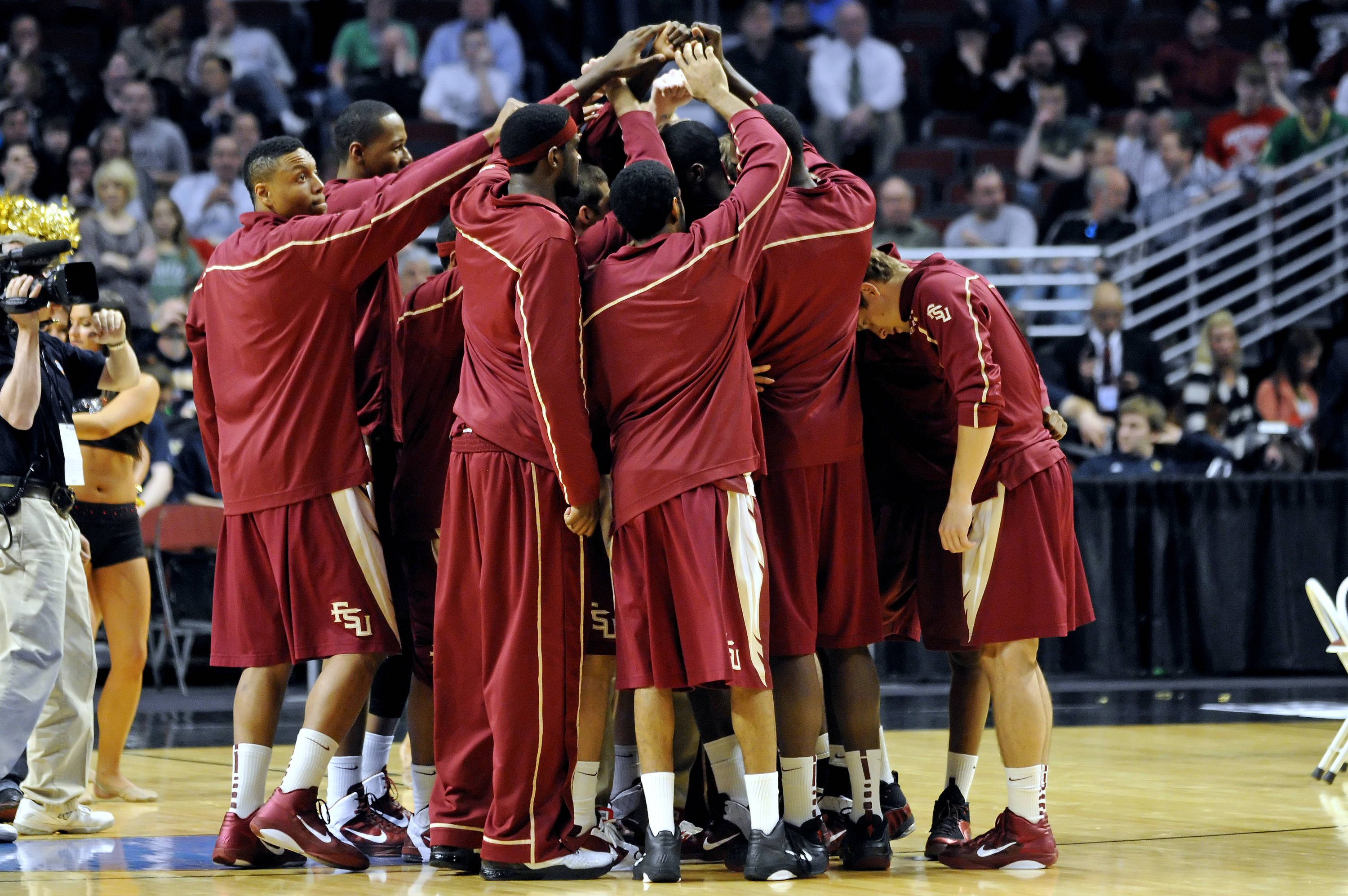 The Seminoles huddle before their NCAA second round game