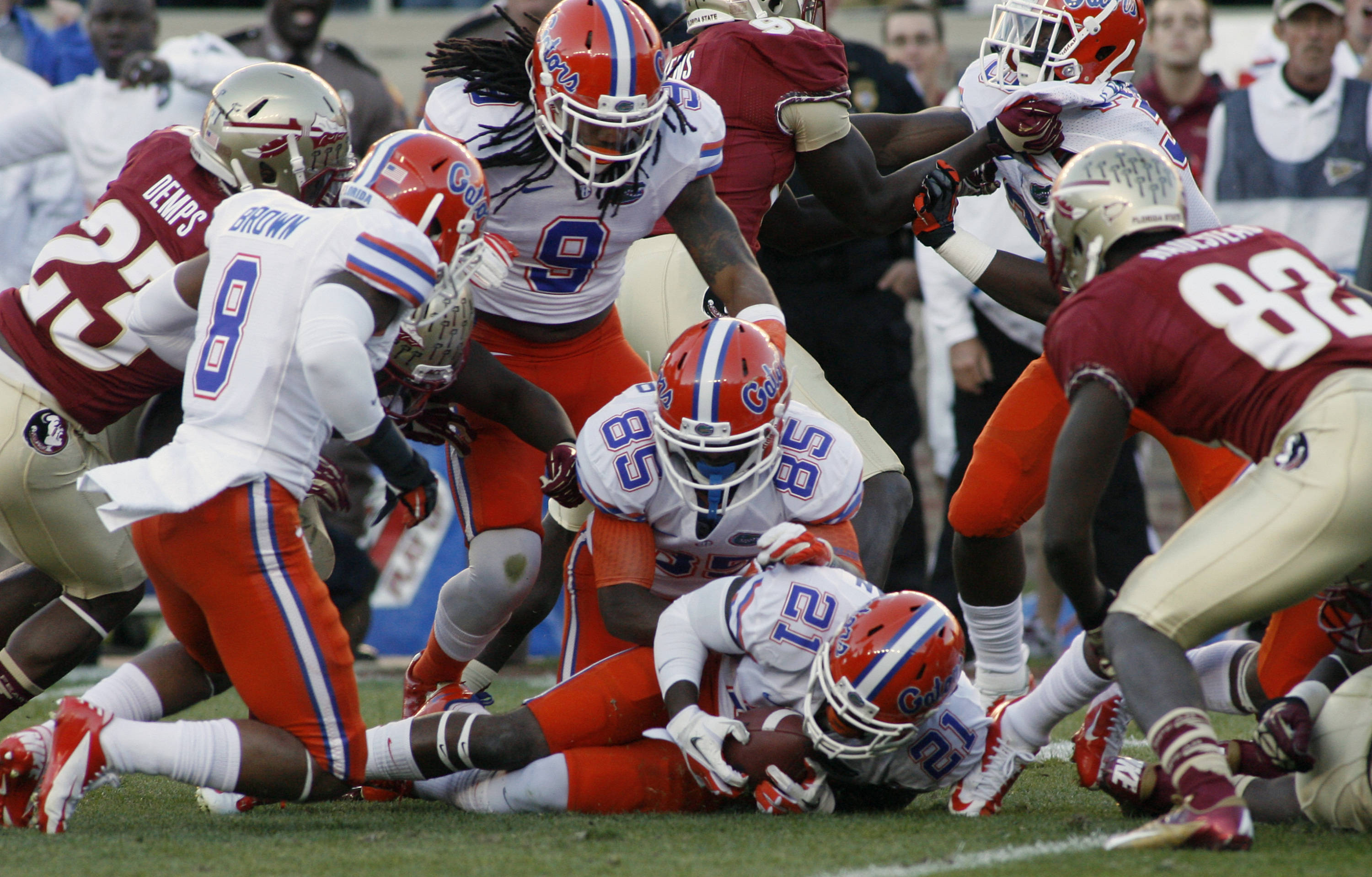 Florida's Jabari Gorman (21) recovers a fumble by Florida State's Karlos Williams on a  kickoff return. (AP Photo/Phil Sears)