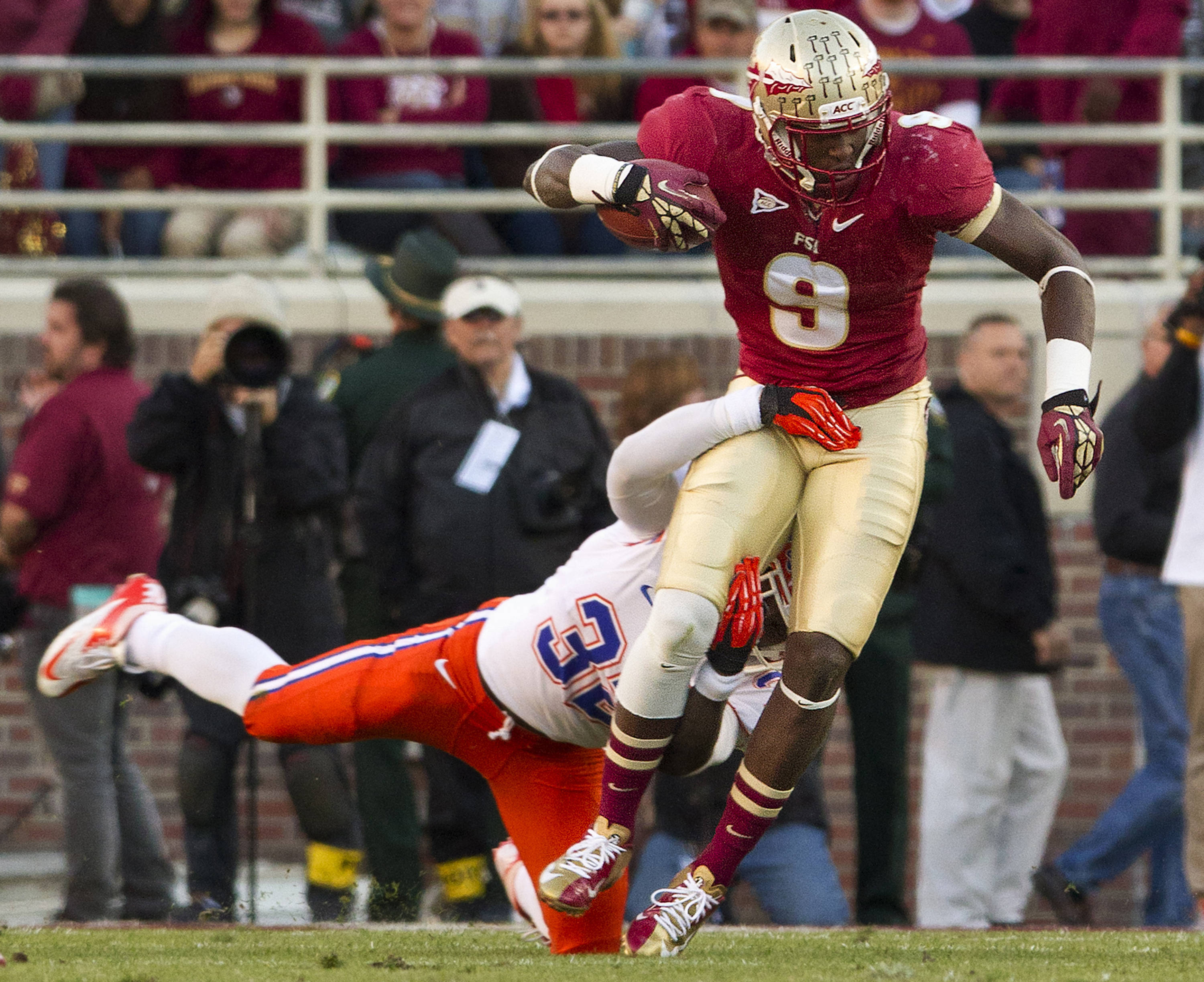 341e8ab71 Karlos Williams (9) carries the ball during FSU Football s game against UF  on Saturday
