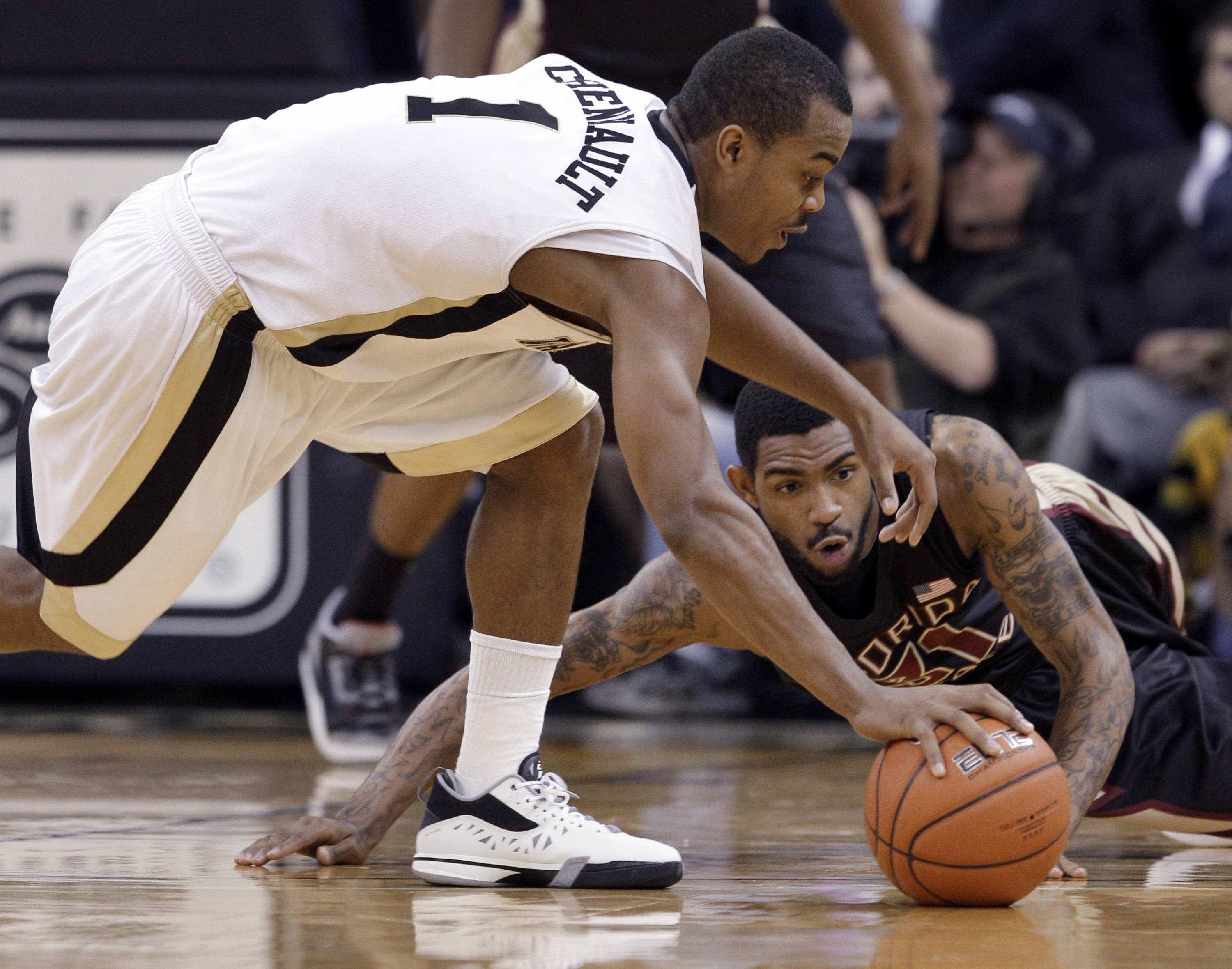 Wake Forest's Tony Chennault (1) and Florida State's Terry Whisnant chase a loose ball during the second half of Florida State's 75-52 win. (AP Photo/Chuck Burton)