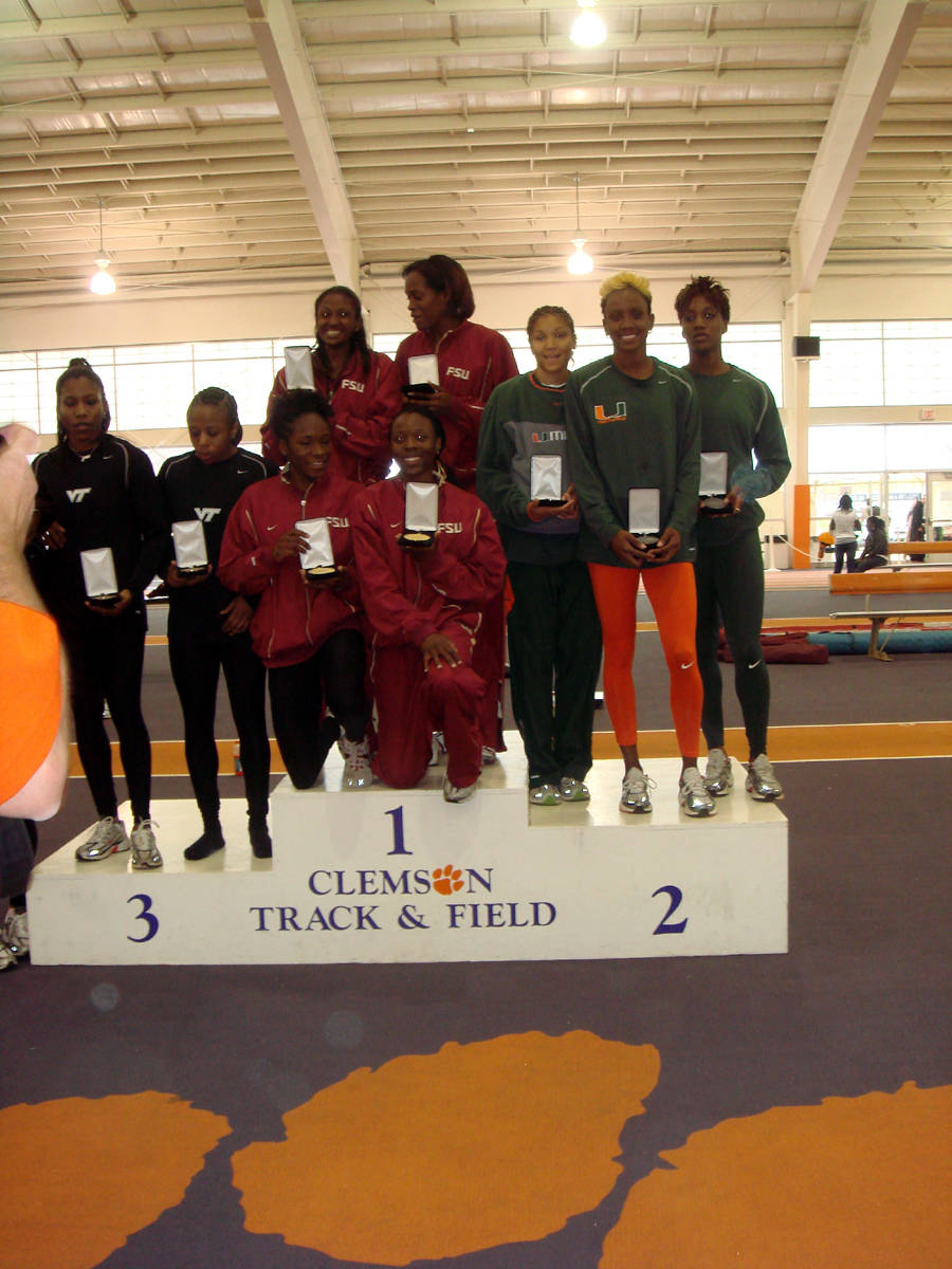 women's 4x400m relay champs