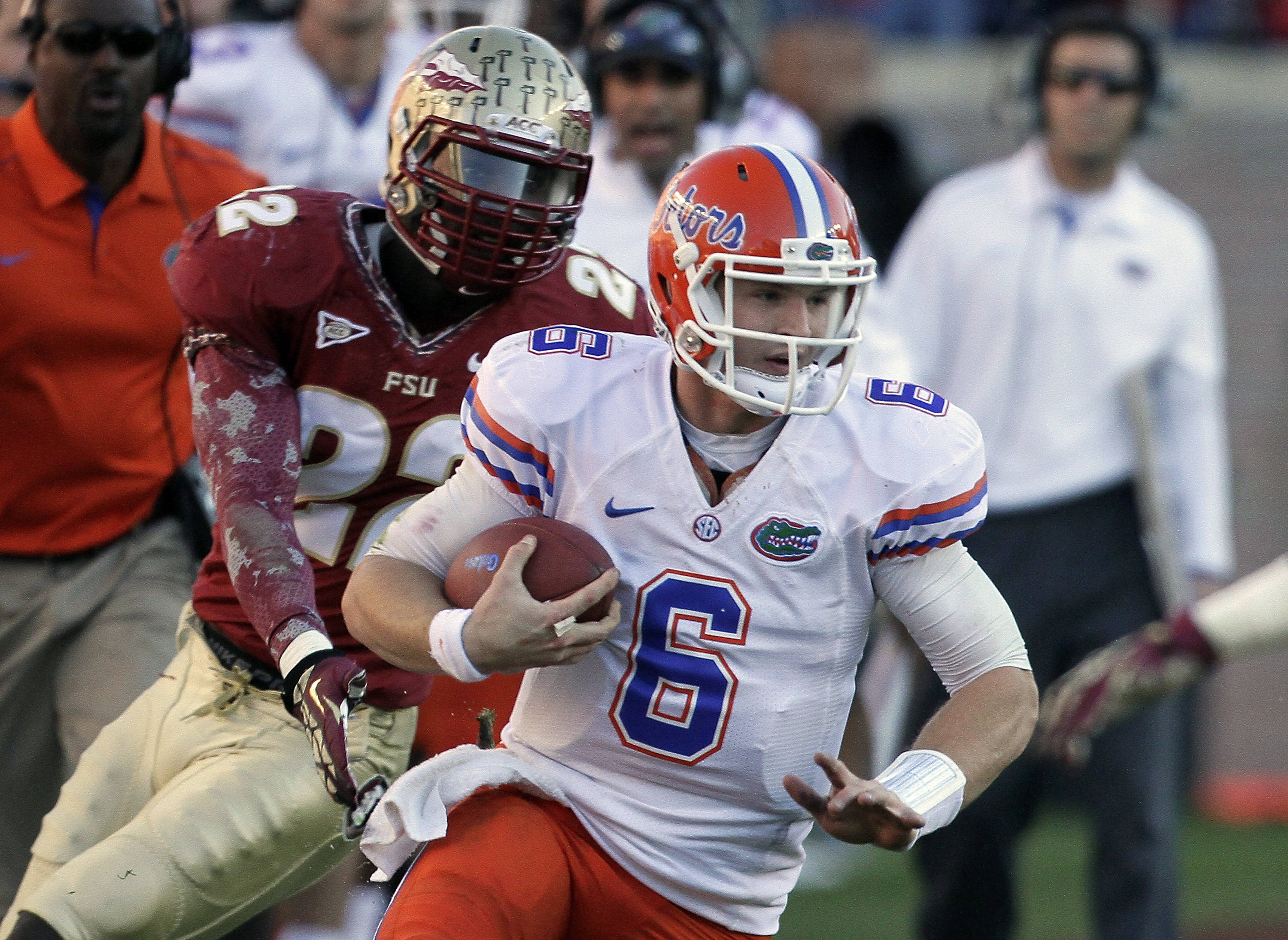Florida quarterback Jeff Driskel (6) runs for yardage as Florida State linebacker Telvin Smith. (AP Photo/John Raoux)