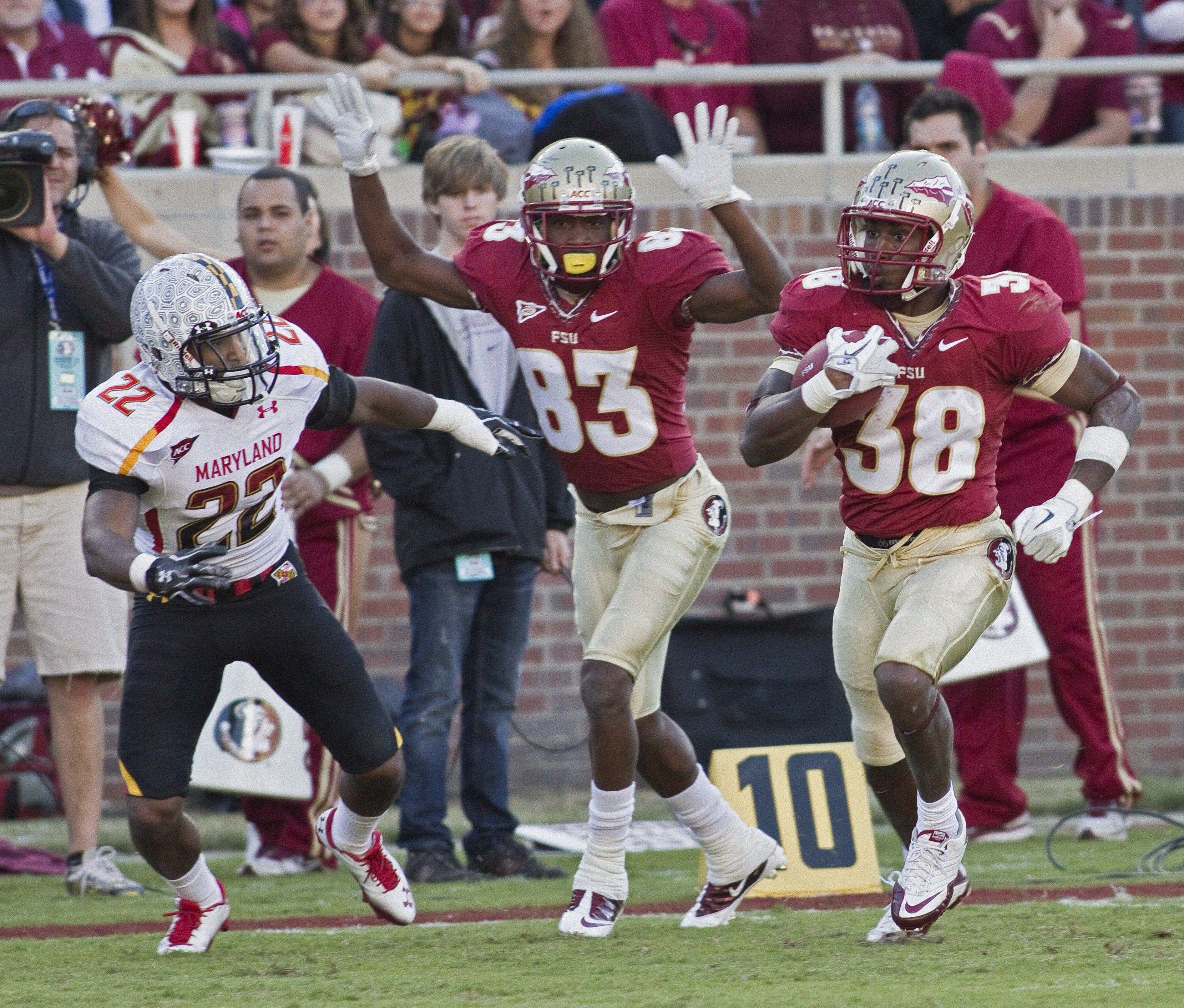 Jermaine Thomas (38) breaks away for an FSU 3rd quarter touchdown. FSU vs Maryland 10/22/1111