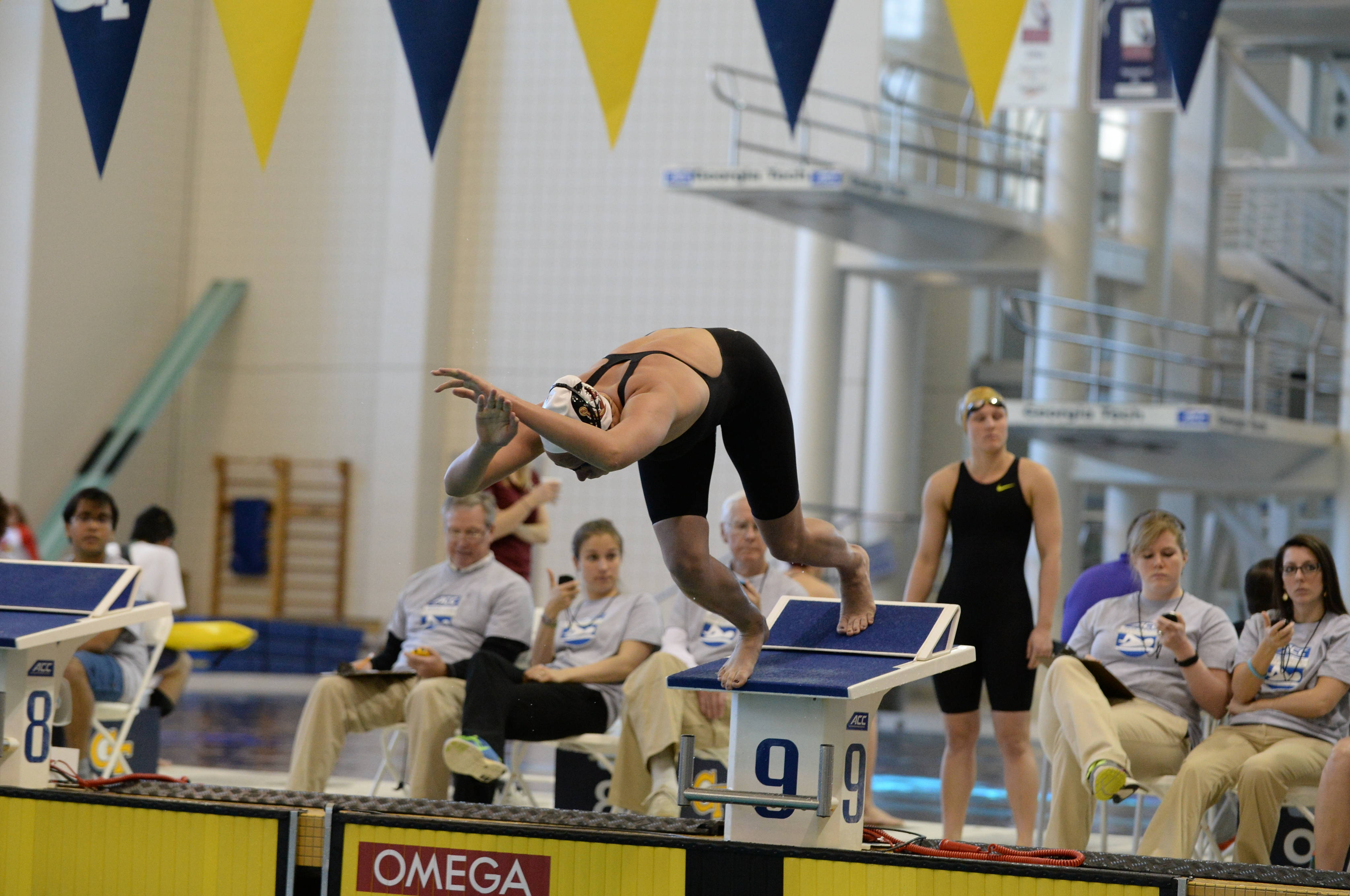 Kendall McIntosh at the start of the 500 free - Mitch White