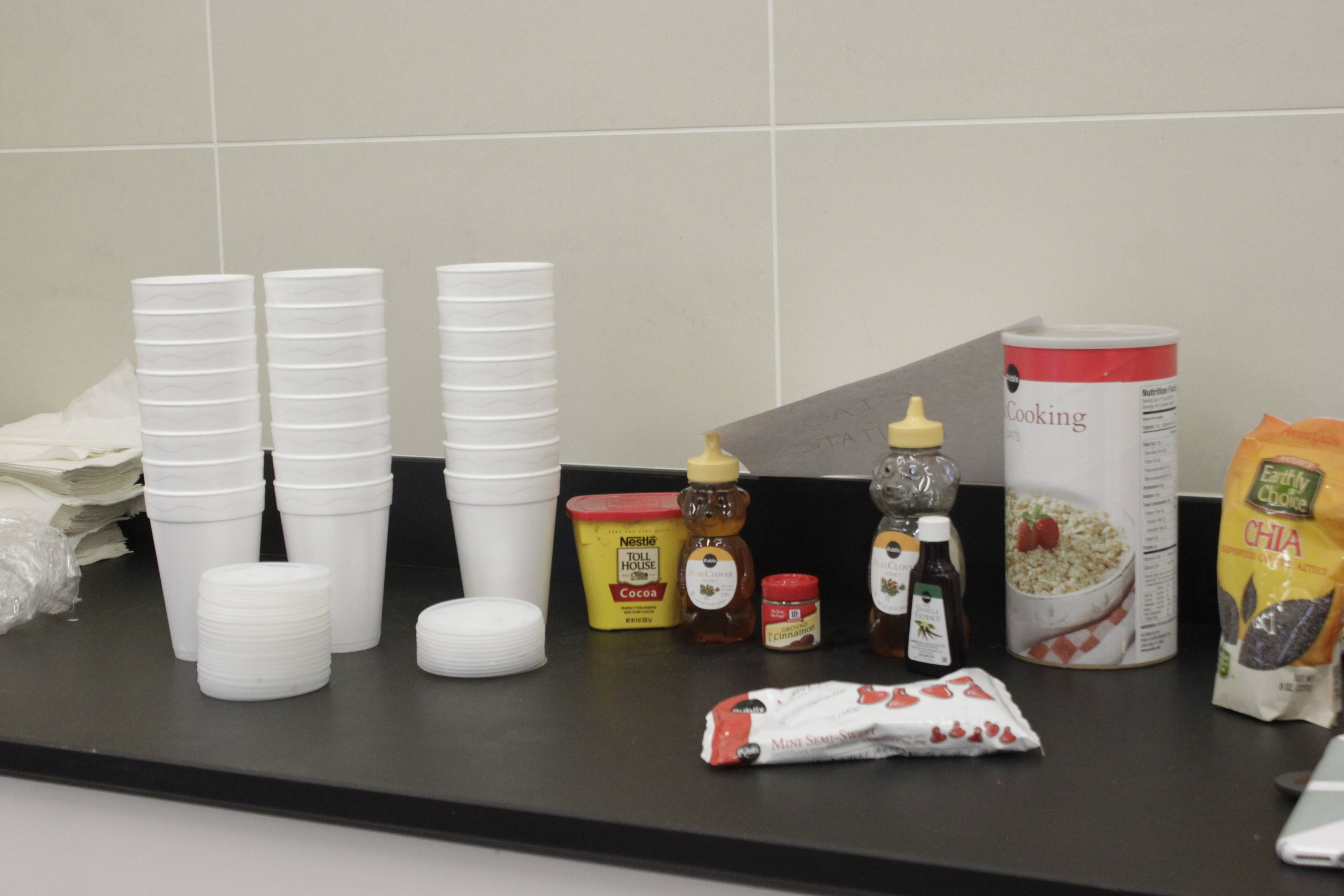 The ingredients for overnight oats.