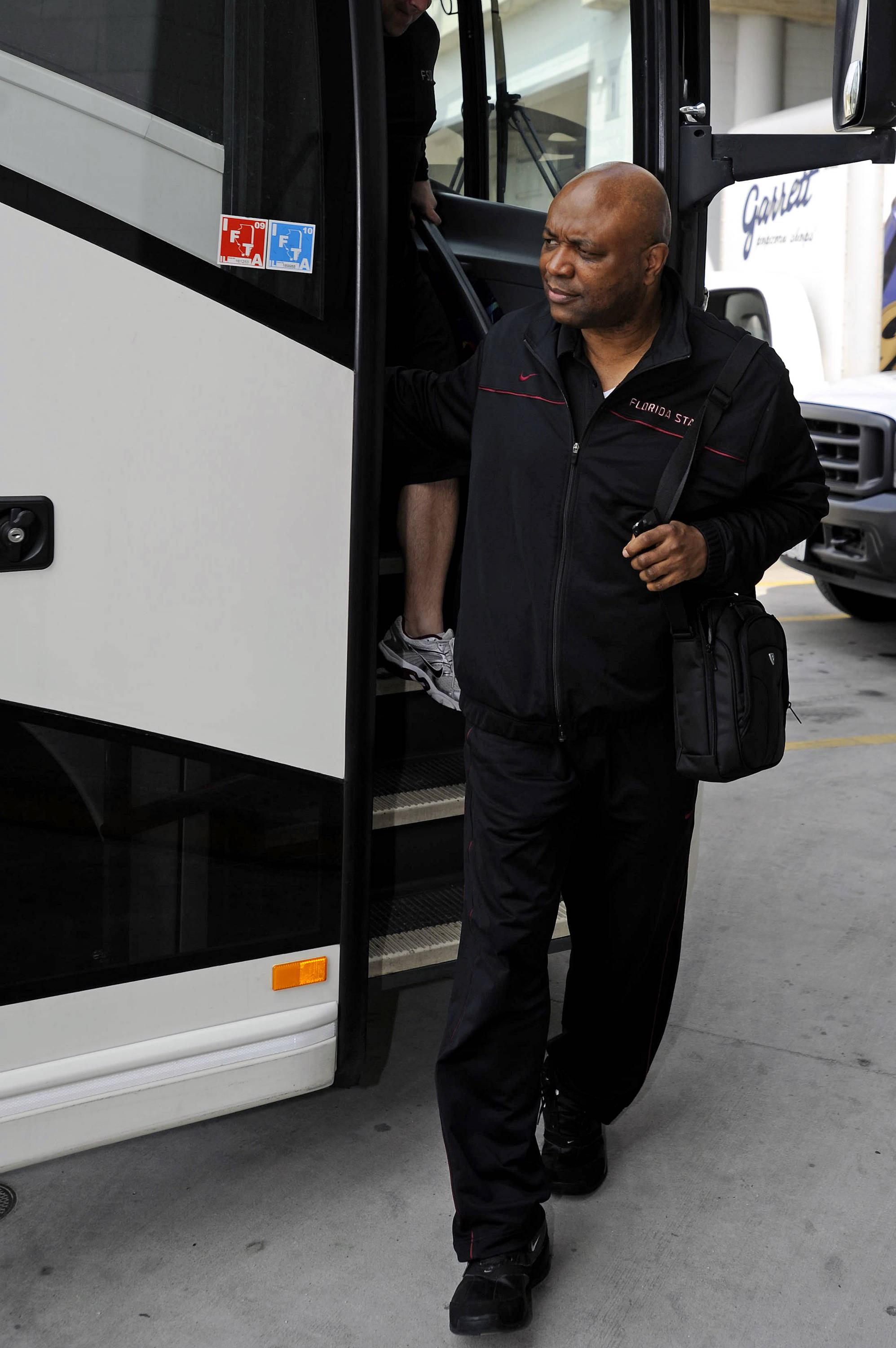 Leonard Hamilton gets off the bus at the United Center