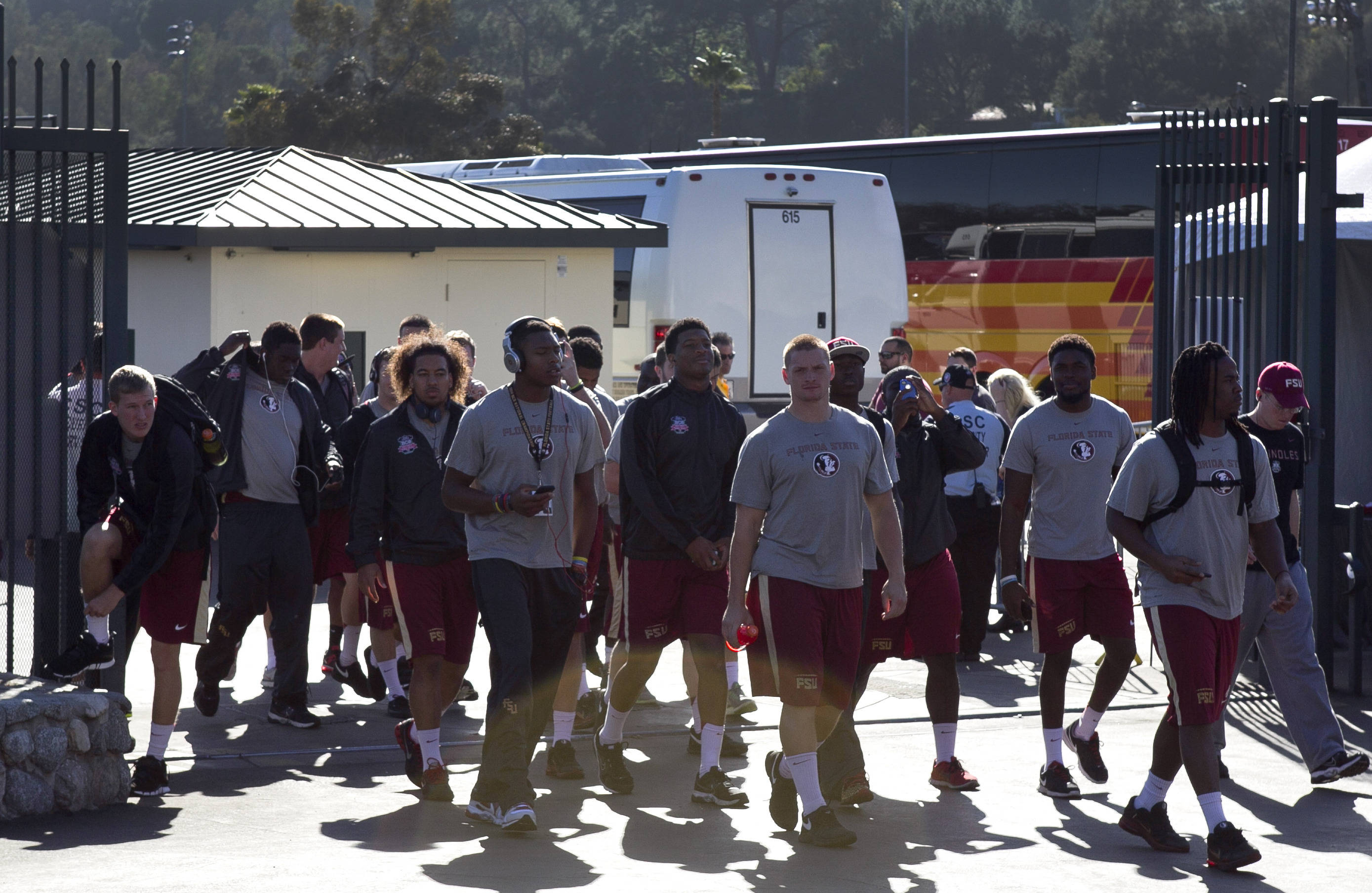 Arrival at the team photo shoot, FSU at BCS Championship Team Photo,  1-05-14,  (Photo by Steve Musco)