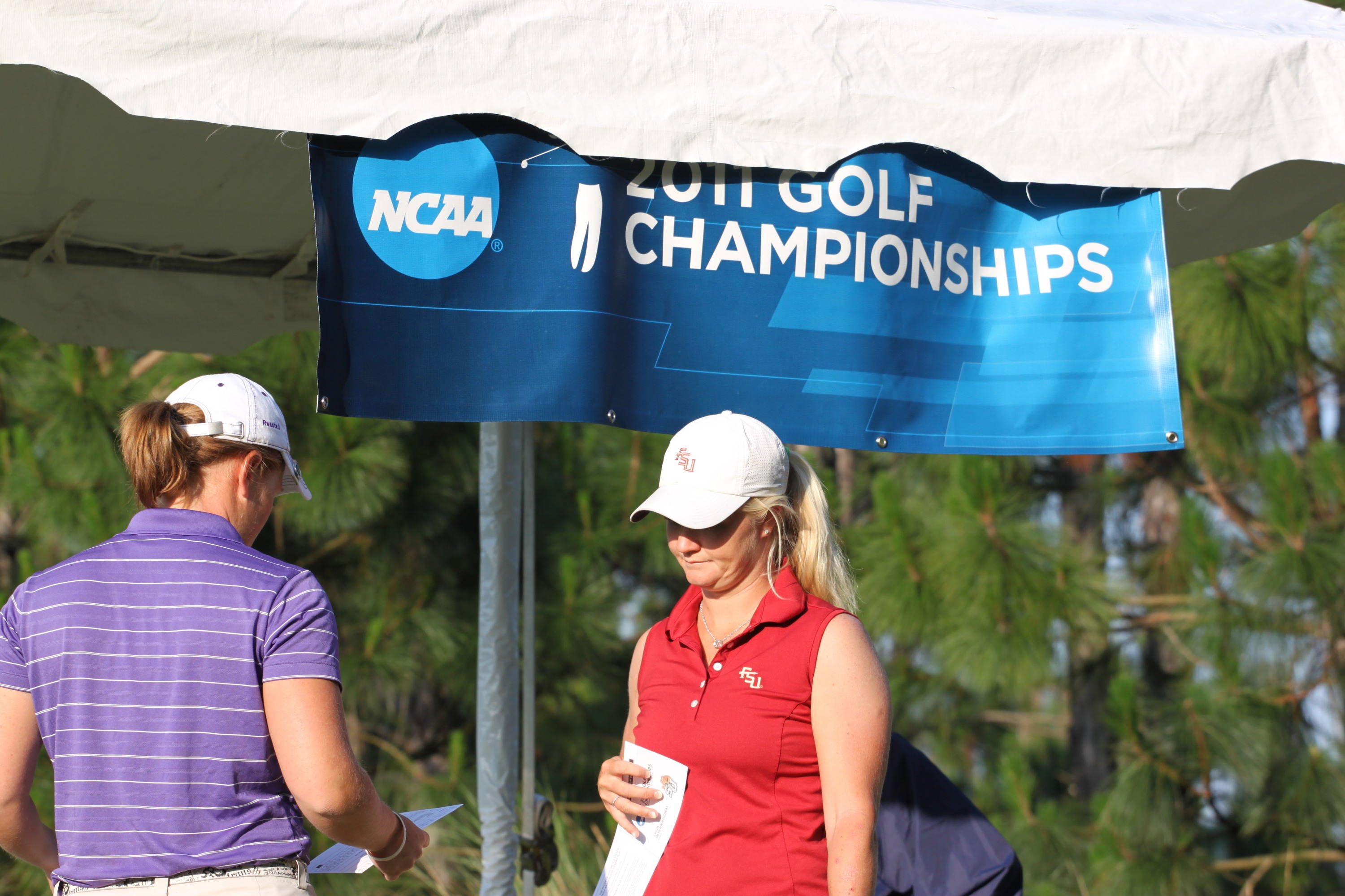 2011 NCAA Golf -- Hannah Thomson exchanges scorecards with her opponent