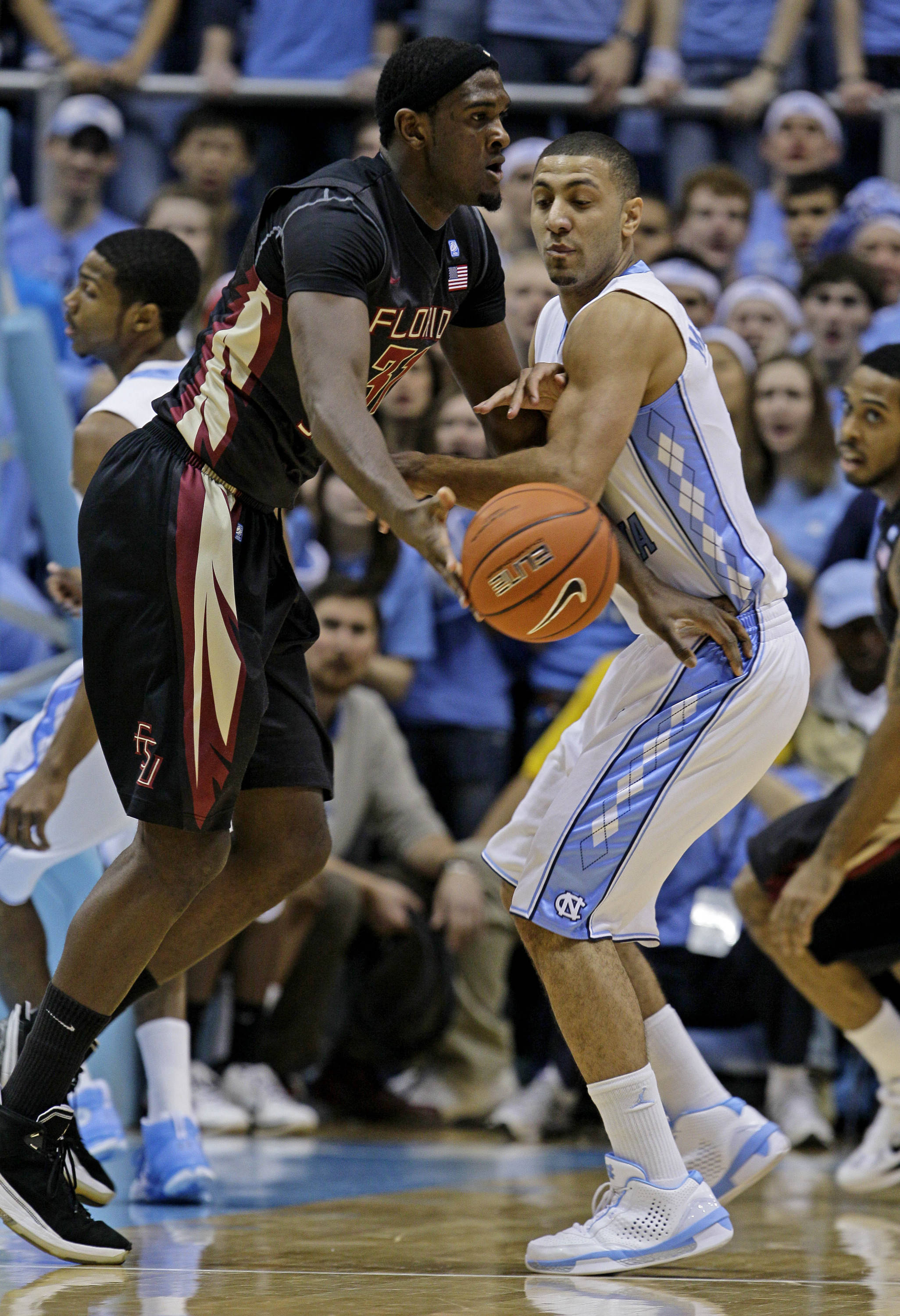 North Carolina's Kendall Marshall, right, guards Florida State's Chris Singleton during the first half of an NCAA college basketball game in Chapel Hill, N.C., Sunday, Feb. 6, 2011. (AP Photo/Gerry Broome)